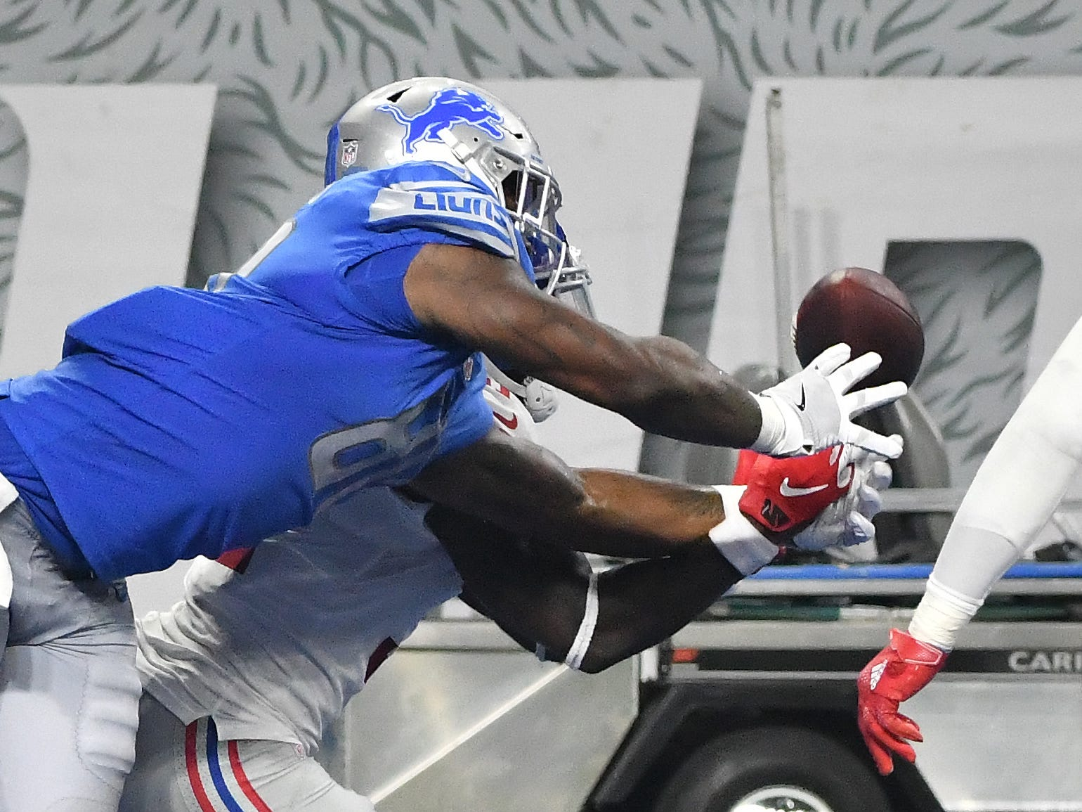 Lions' Michael Roberts breaks up an interception in the end zone by Giants safety Michael Thomas in the third quarter.