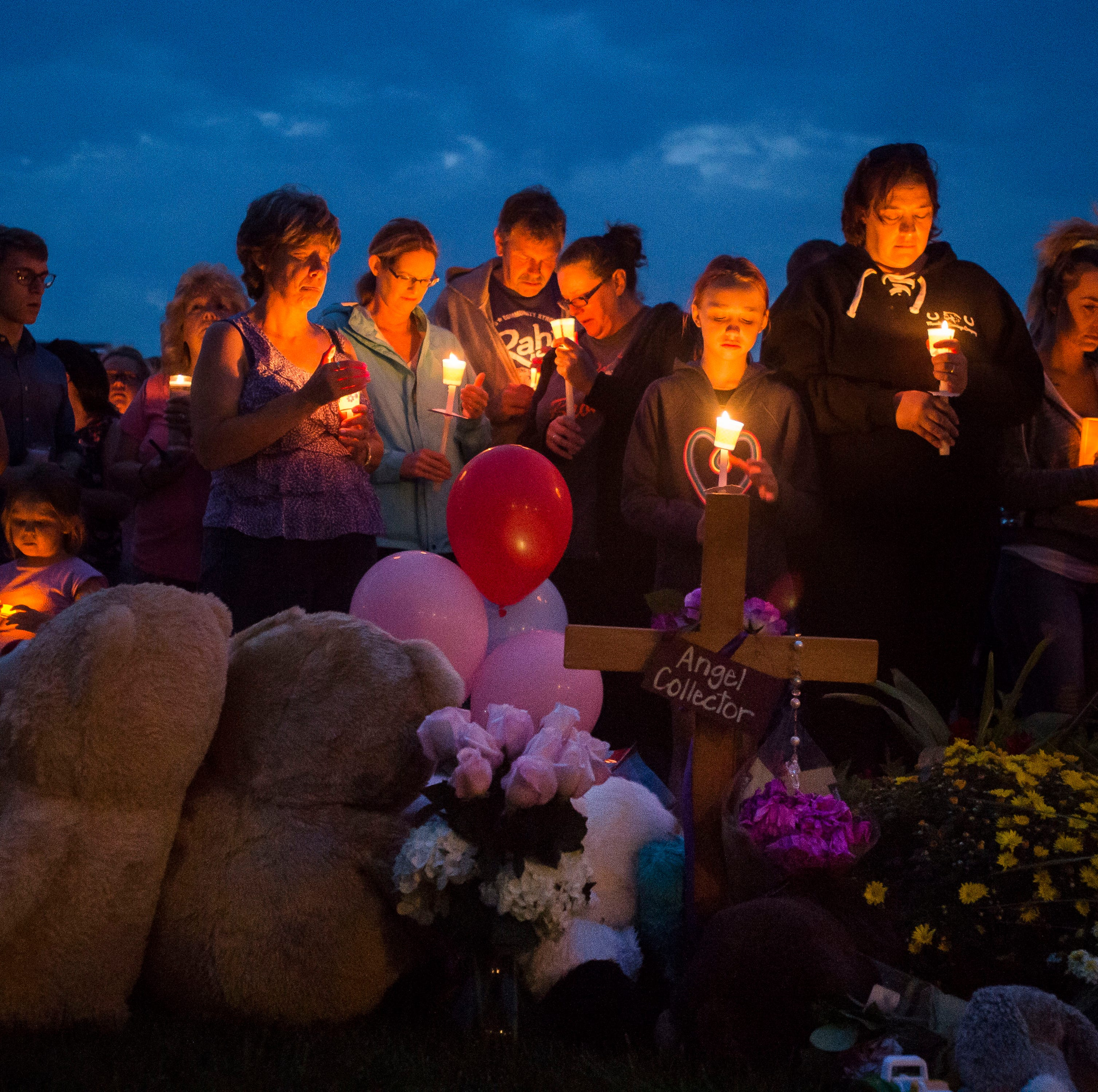 Candlelight vigil for slain Colorado mother, daughters draws hundreds
