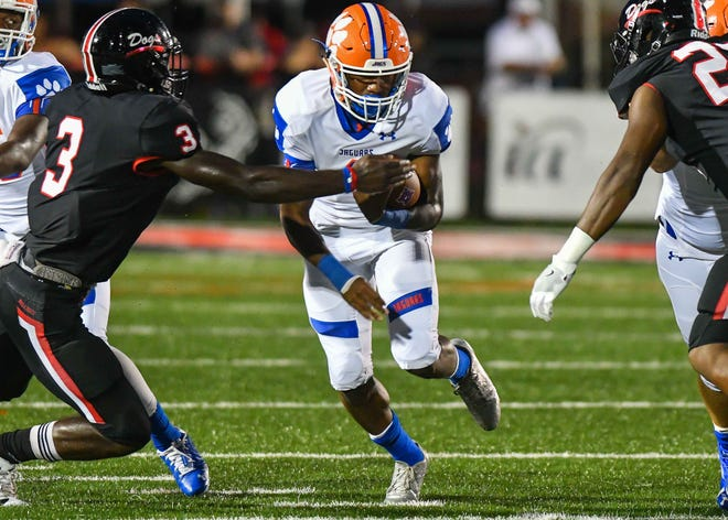 Madison Central quarterback Jimmy Holiday (1) runs the ball against Brandon at Brandon High School, Friday August 17, 2018.(Bob Smith-For The Clarion Ledger)