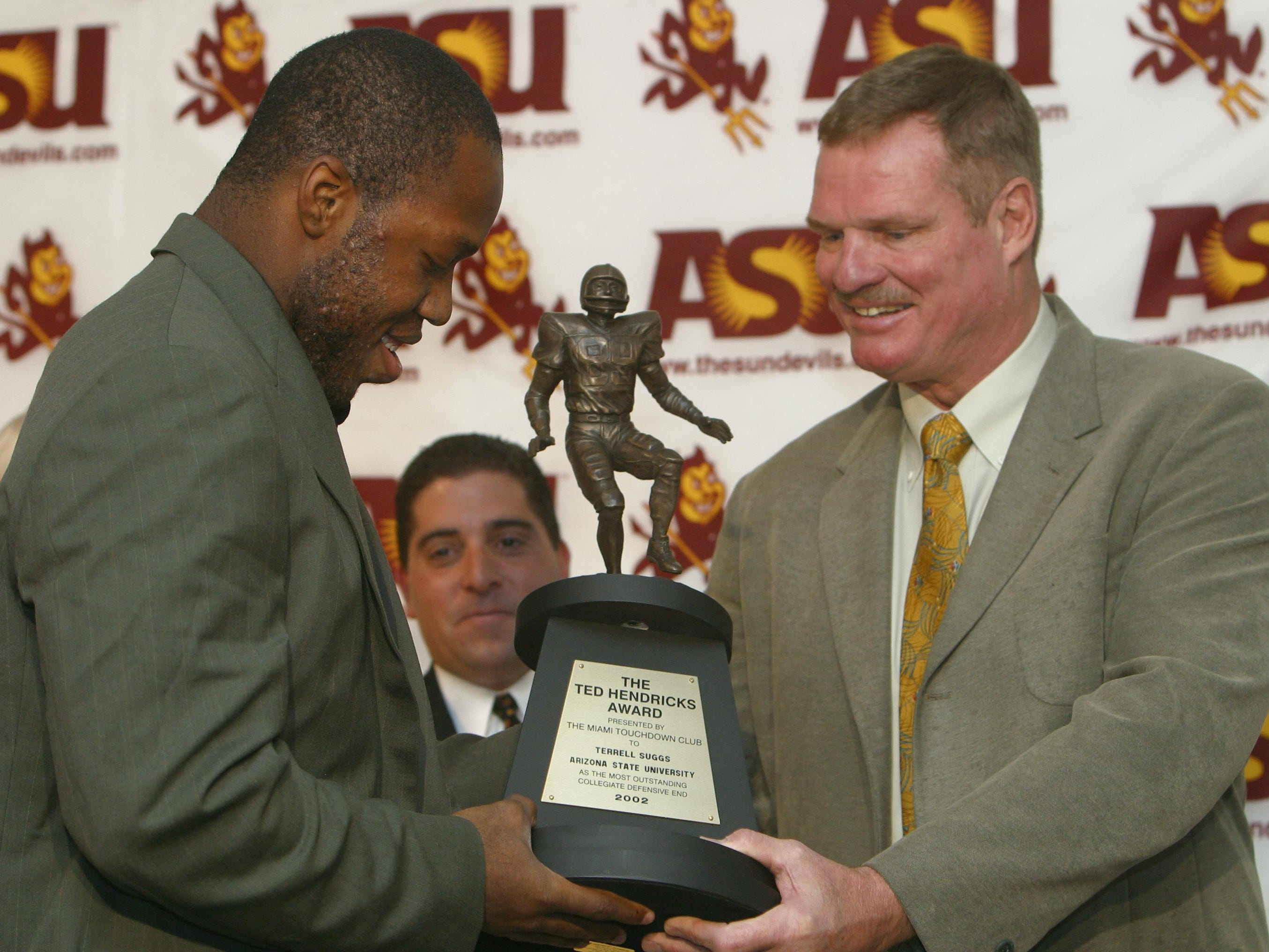 Terrell Suggs, left, accepts the Ted Hendricks award from Ted Hendricks, right, Jan. 2, 2003, at ASU. After receiving the award Suggs announced that he is turning pro.