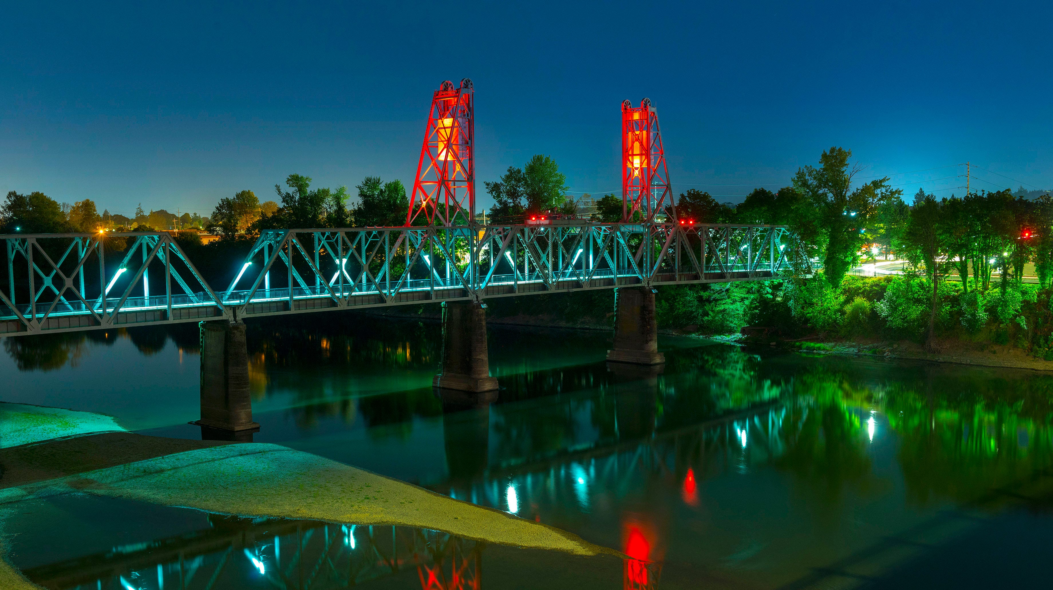 Union Street Railroad Bridge turns orange, reminds travelers to watch for road workers