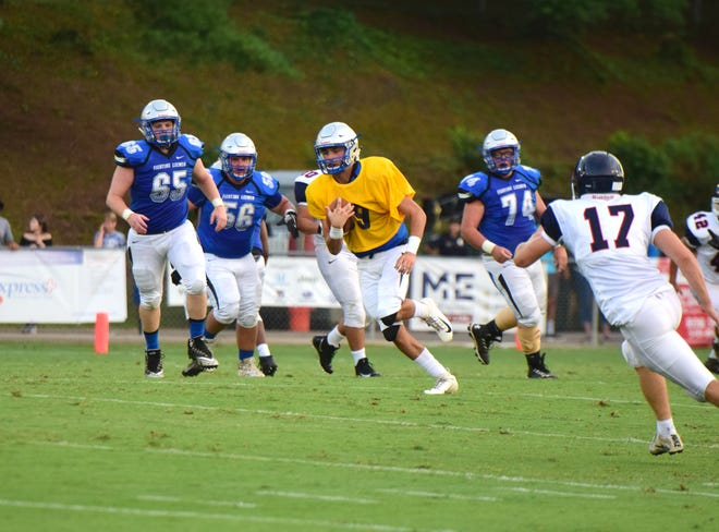 Robert E. Lee quarterback Will Dod picks up big yardage on a keeper during the first half of the Leemen's preseason scrimmage against Harrisonburg on Friday, Aug. 17, 2018, at Winston-Wine Memorial Stadium in Staunton, Va.