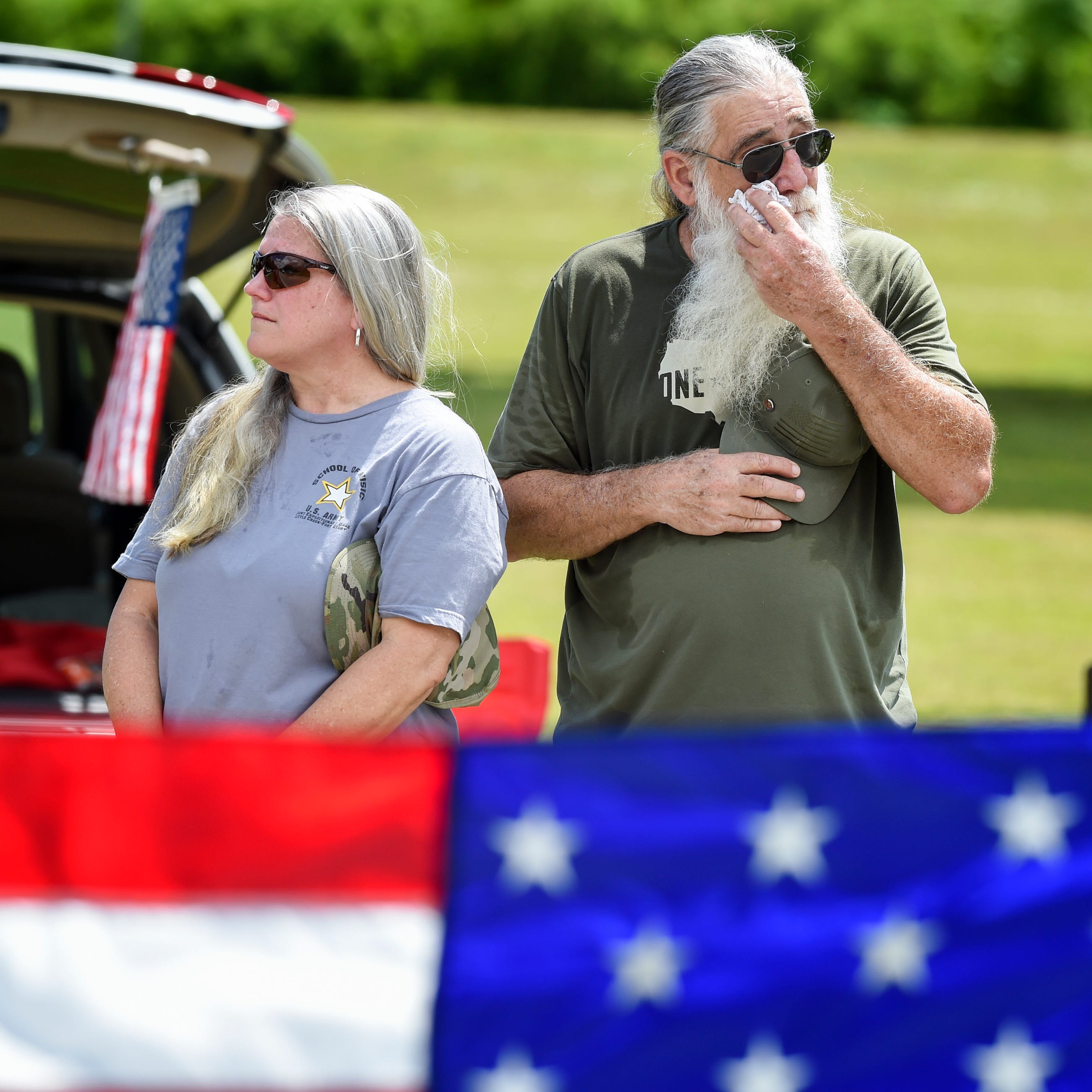 'Vero's Hero': Supporters honor Navy petty officer at Vero Beach cemetery