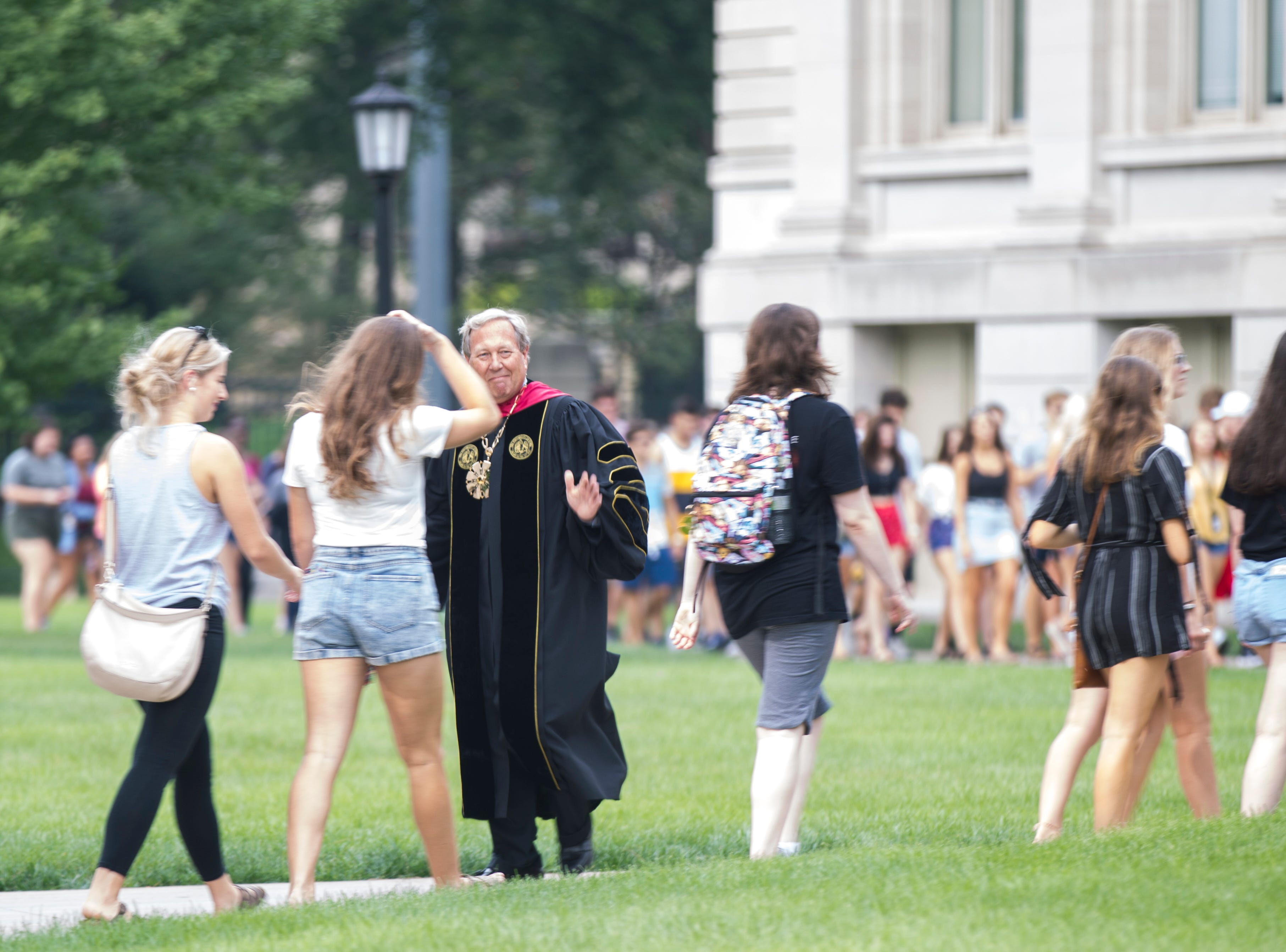 University of Iowa President J. Bruce Harreld waves to students during the University of Iowa class of 2022 convocation on Sunday, Aug. 19, 2018, at the Pentacrest in Iowa City.