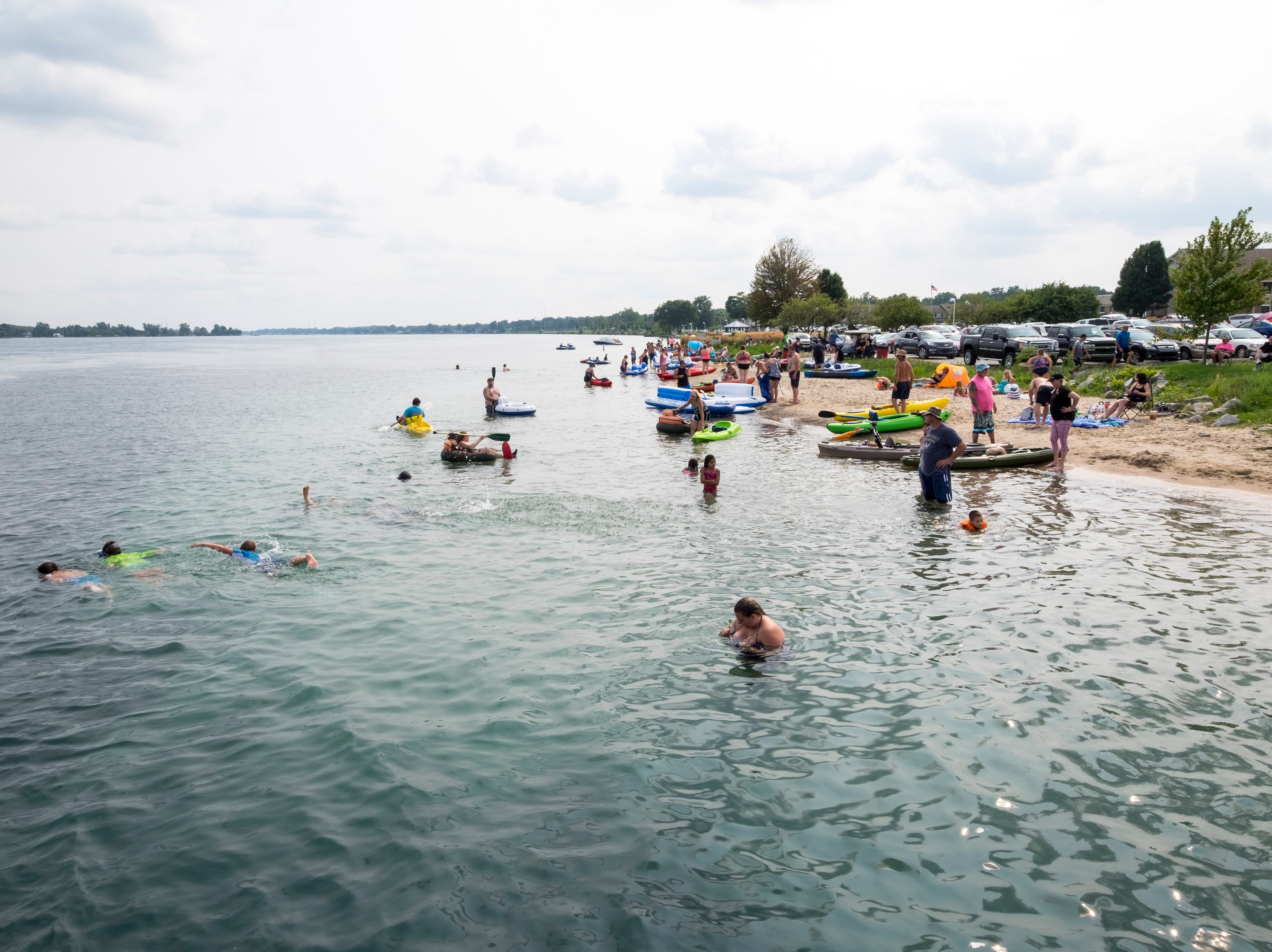 The first groups of Float Down participants arrive at Chrysler Beach in Marysville Sunday, Aug. 19, 2018.