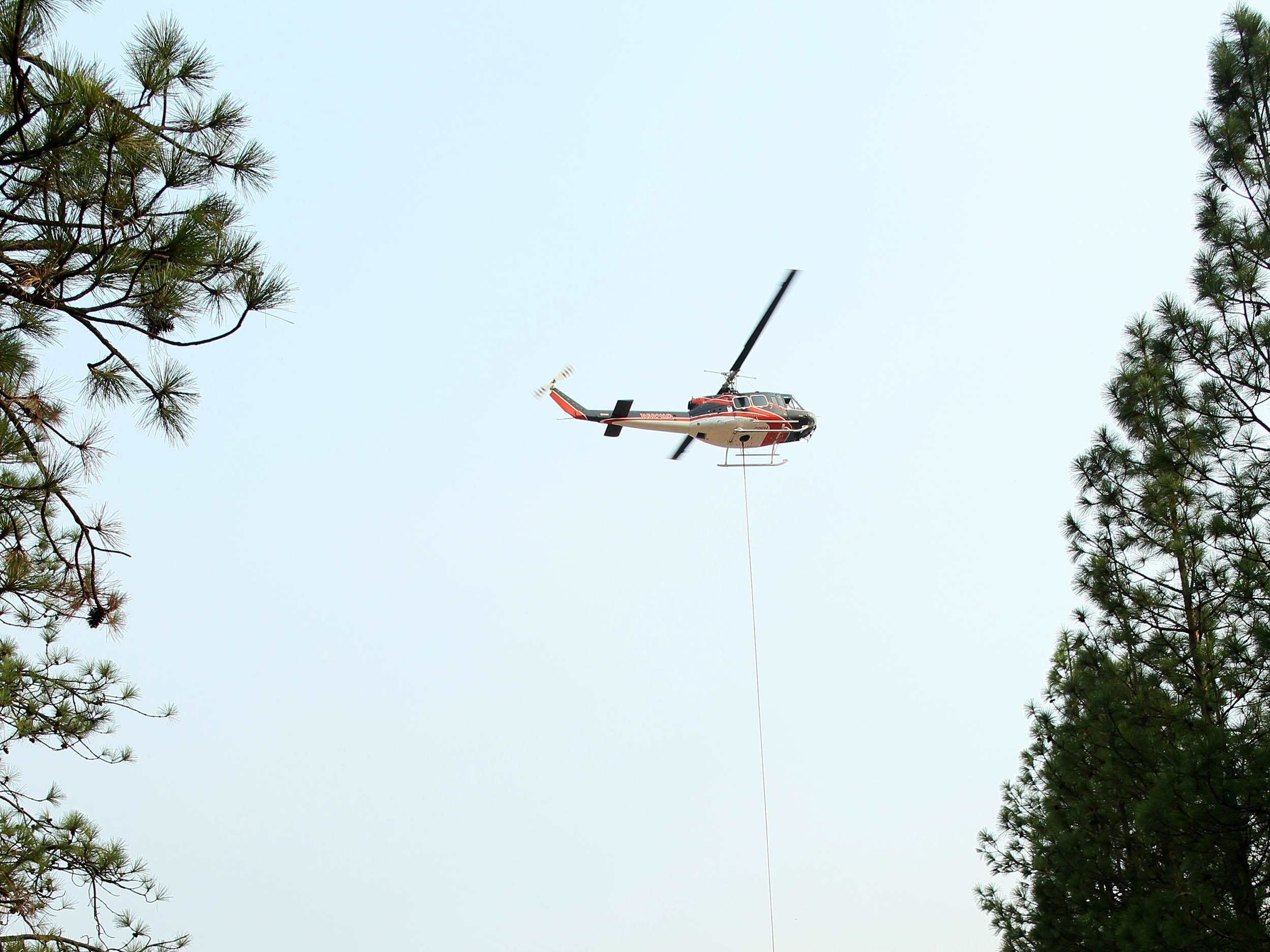 A helicopter hoist up a supply net Saturday, Aug. 18, 2018 from the boat ramp at Hirz Bay to resupply fire crews in a remote area of the Hirz Fire. (Special to the Record Searchlight/Hung T. Vu)