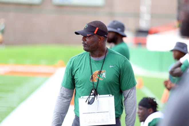 Rattlers head coach Willie Simmons looks over the action in the scrimmage.