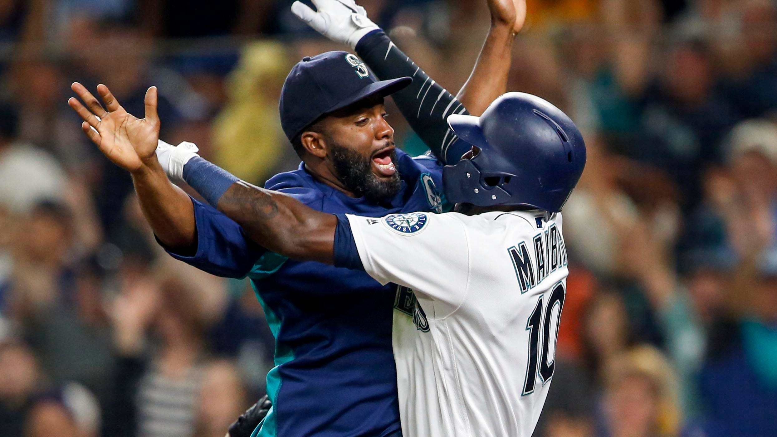 Cameron Maybin (10) celebrates with Denard Span (4) after scoring the winning run for the Mariners.