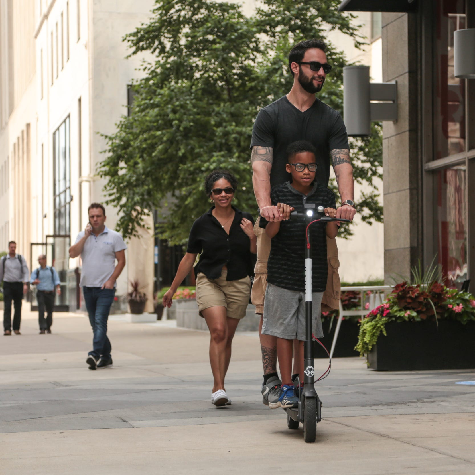 Detroit is packed with electric Bird scooters. Here's how they work