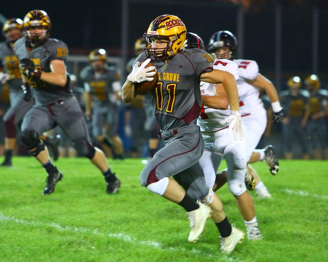 Berne Union's Logan VanGundy carries the ball during a 2017 game against Bishop Rosecrans. The Rockets open the season Friday at home against Miller.