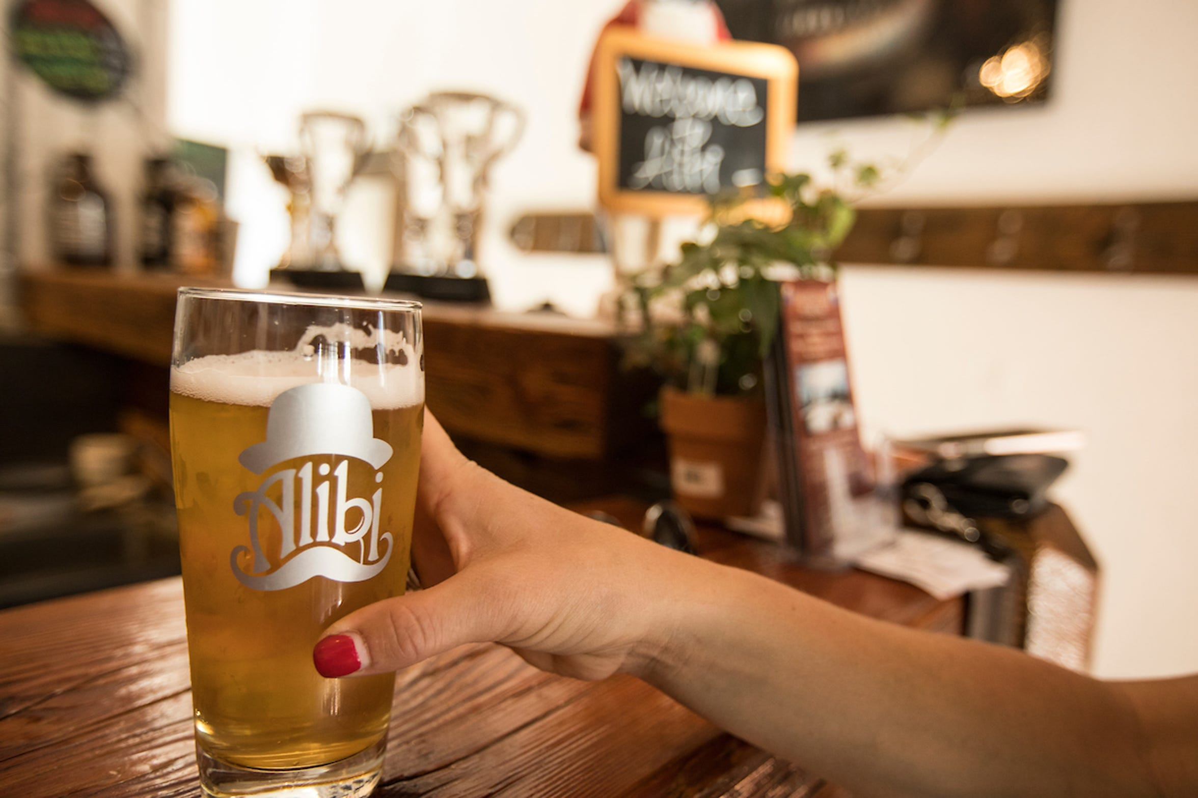 Alibi Ale Works, with two locations on the North Shore of Lake Tahoe, crafts traditional European beers, lively hop-centric beers and special releases.