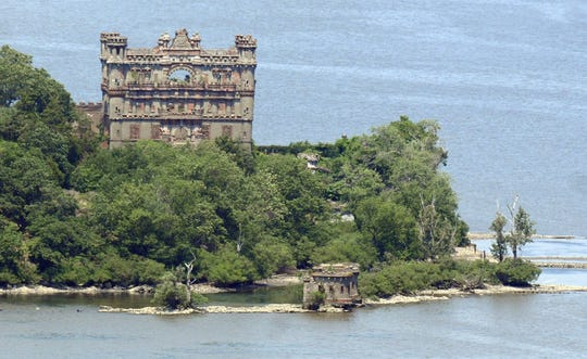 Kayakers can combine a paddle on the Hudson with a guided walking tour of historic Bannerman Castle.