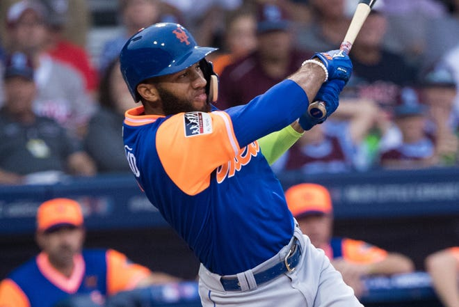 New York Mets shortstop Amed Rosario hits a two-RBI single during the second inning against the Philadelphia Phillies.