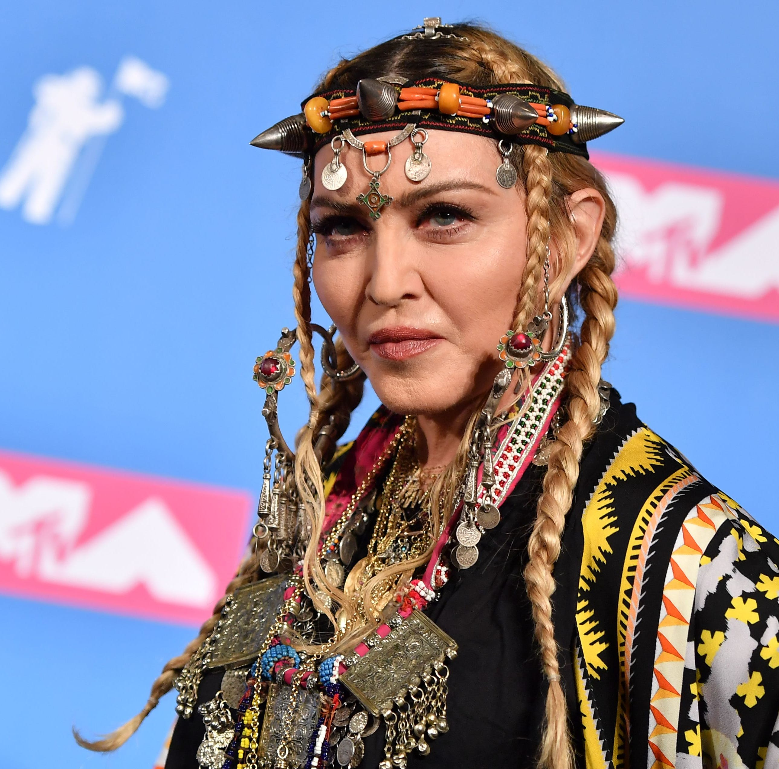 Madonna pays tribute to Aretha Franklin at MTV Video Music Awards