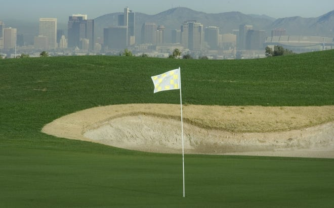 The 15th hole at Vistal Golf Club, which replaced the Thunderbird Golf Club, is seen in a 2004 photo. Maracay Homes is planning 394 homes on the 83-acre site, which borders South Mountain Park. That's about 250 fewer homesthan it originally planned.