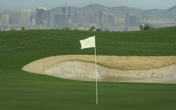 The 15th hole at Vistal Golf Club, which replaced the Thunderbird Golf Club, is seen in a 2004 photo. Maracay Homes is planning 394 homes on the 83-acre site, which borders South Mountain Park. That's about 250 fewer homes than it originally planned.