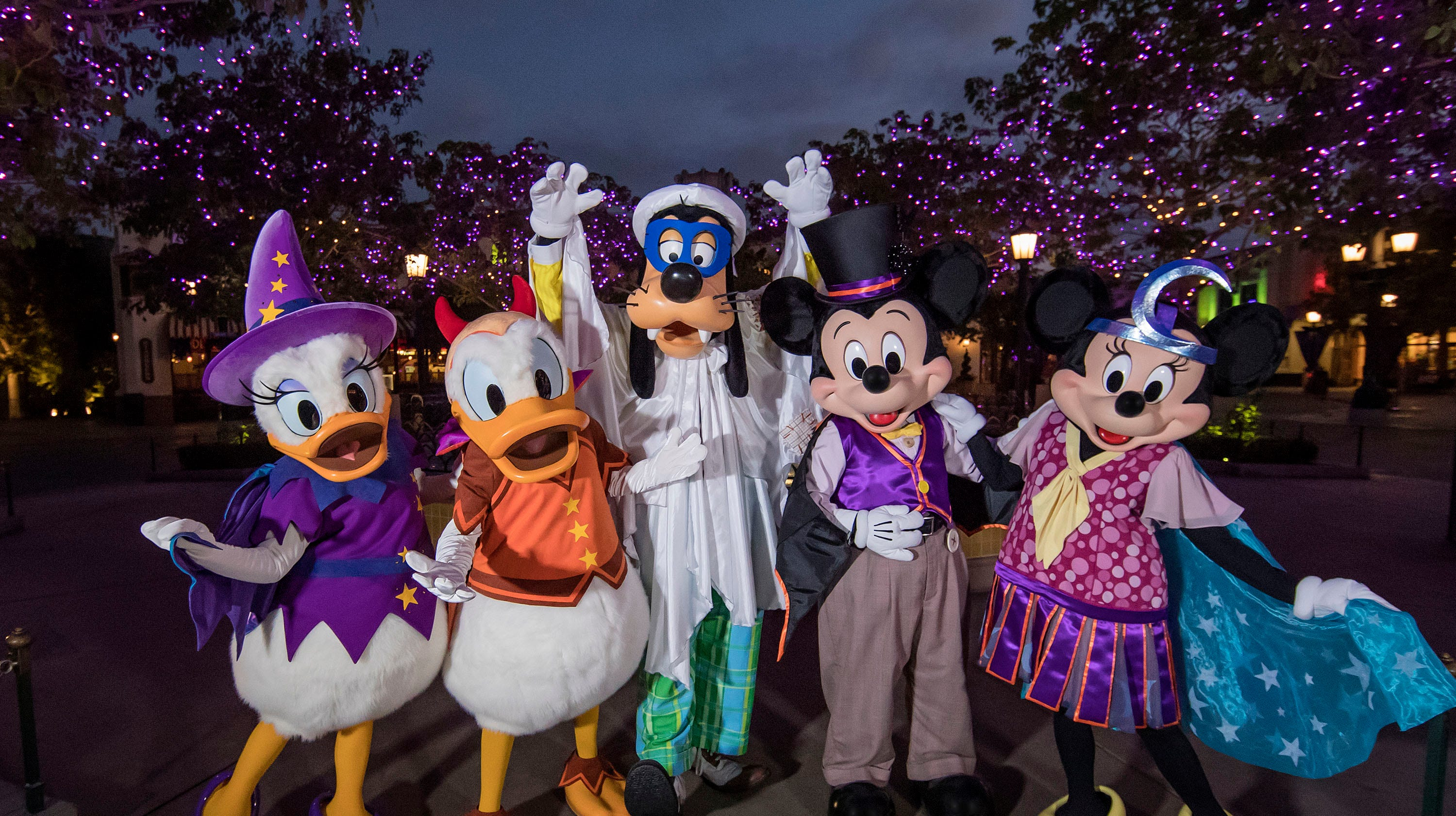 Halloween 2018 at Universal Studios Hollywood, Disneyland, Knott\'s