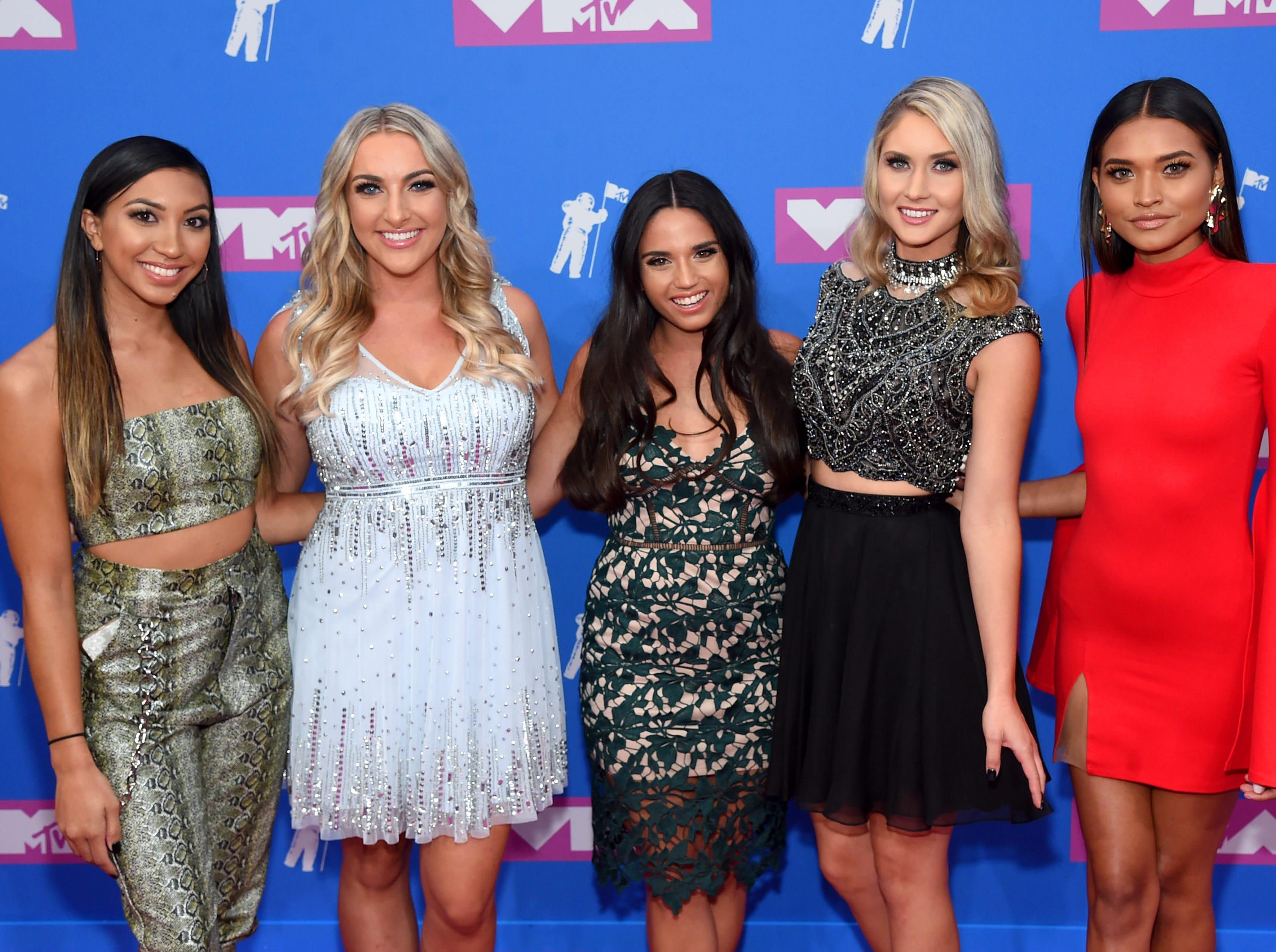 Cheyenne Enríquez, Chandlar Walby, Alyssa Abrenica, Nicole Pleskow y Nikki Hussey de Pretty Little Mamas (de izq a der) en los MTV Video Music Awards 2018 en Radio City Music Hall el 20 de agosto de 2018 en la ciudad de Nueva York.