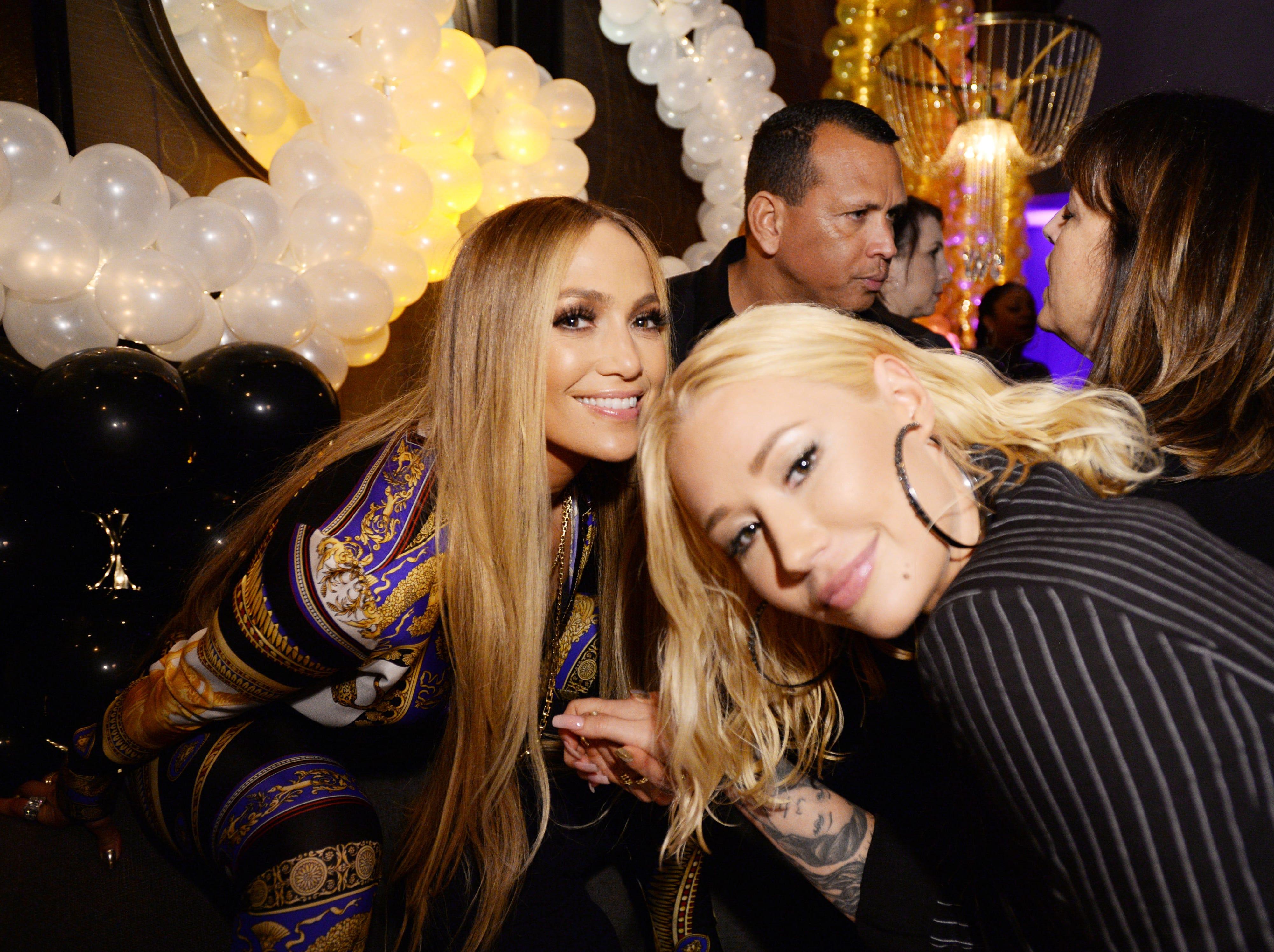 Jennifer Lopez e Iggy Azalea asisten a la celebración de Atlantic Records por los VMA de 2018 el 20 de agosto de 2018 en TAO Downtown en la ciudad de Nueva York.