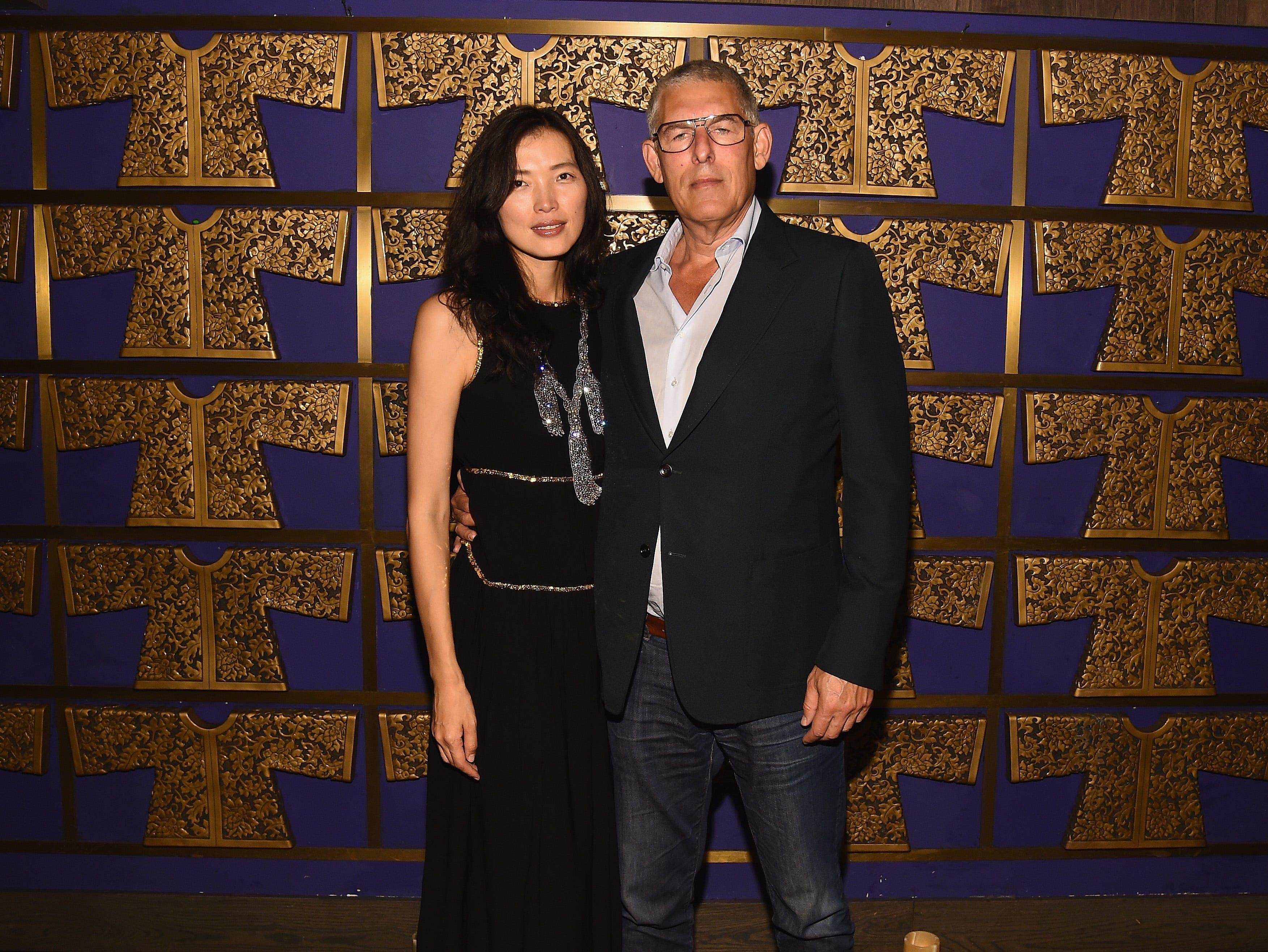 Xin Li y Lyor Cohen asisten a la celebración de Atlantic Records por los VMA de 2018 el 20 de agosto de 2018 en TAO Downtown en la ciudad de Nueva York.