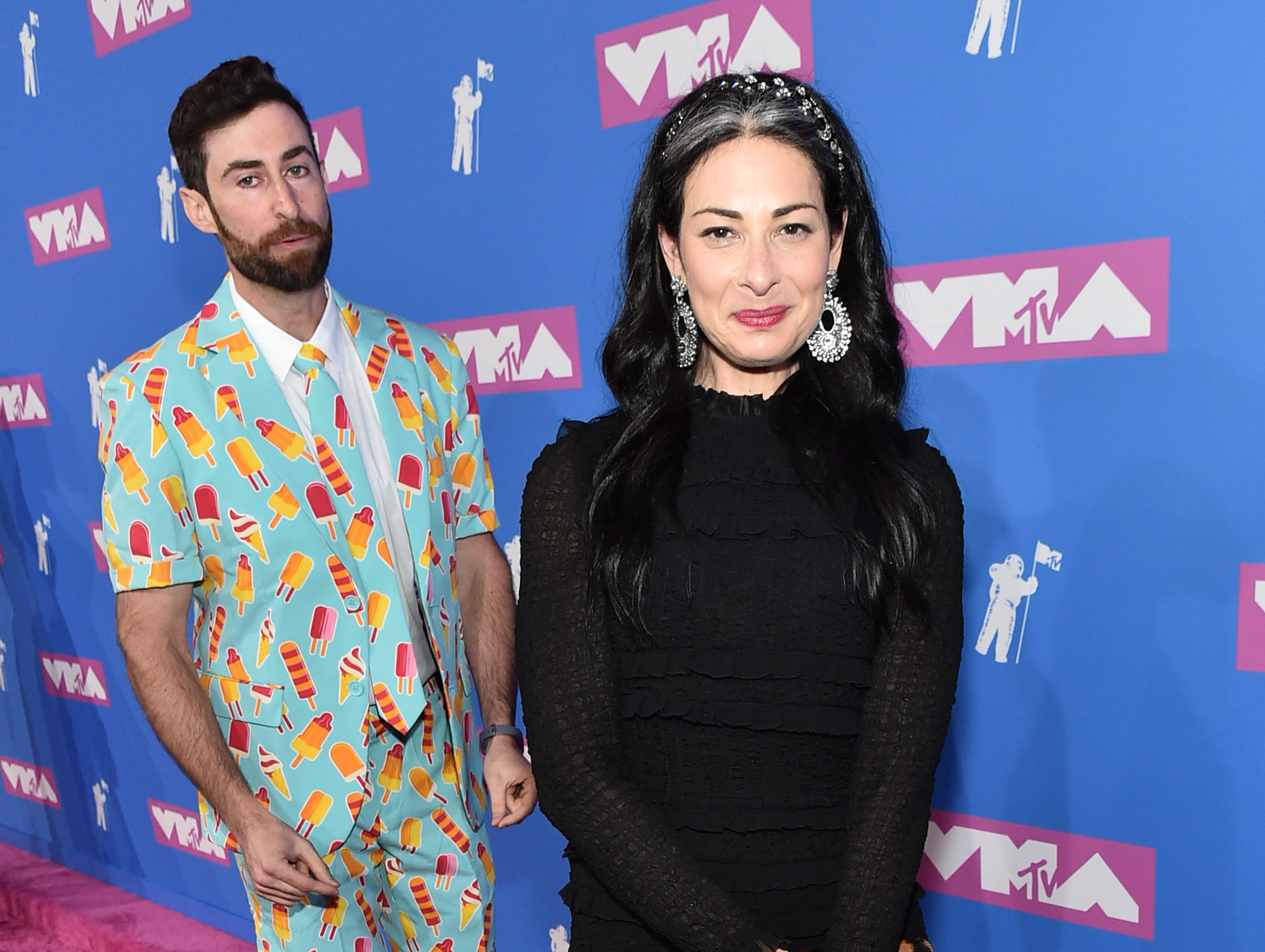 Stacy London (der) y Scott Rogowsky asisten a los MTV Video Music Awards 2018 en Radio City Music Hall el 20 de agosto de 2018 en la ciudad de Nueva York.