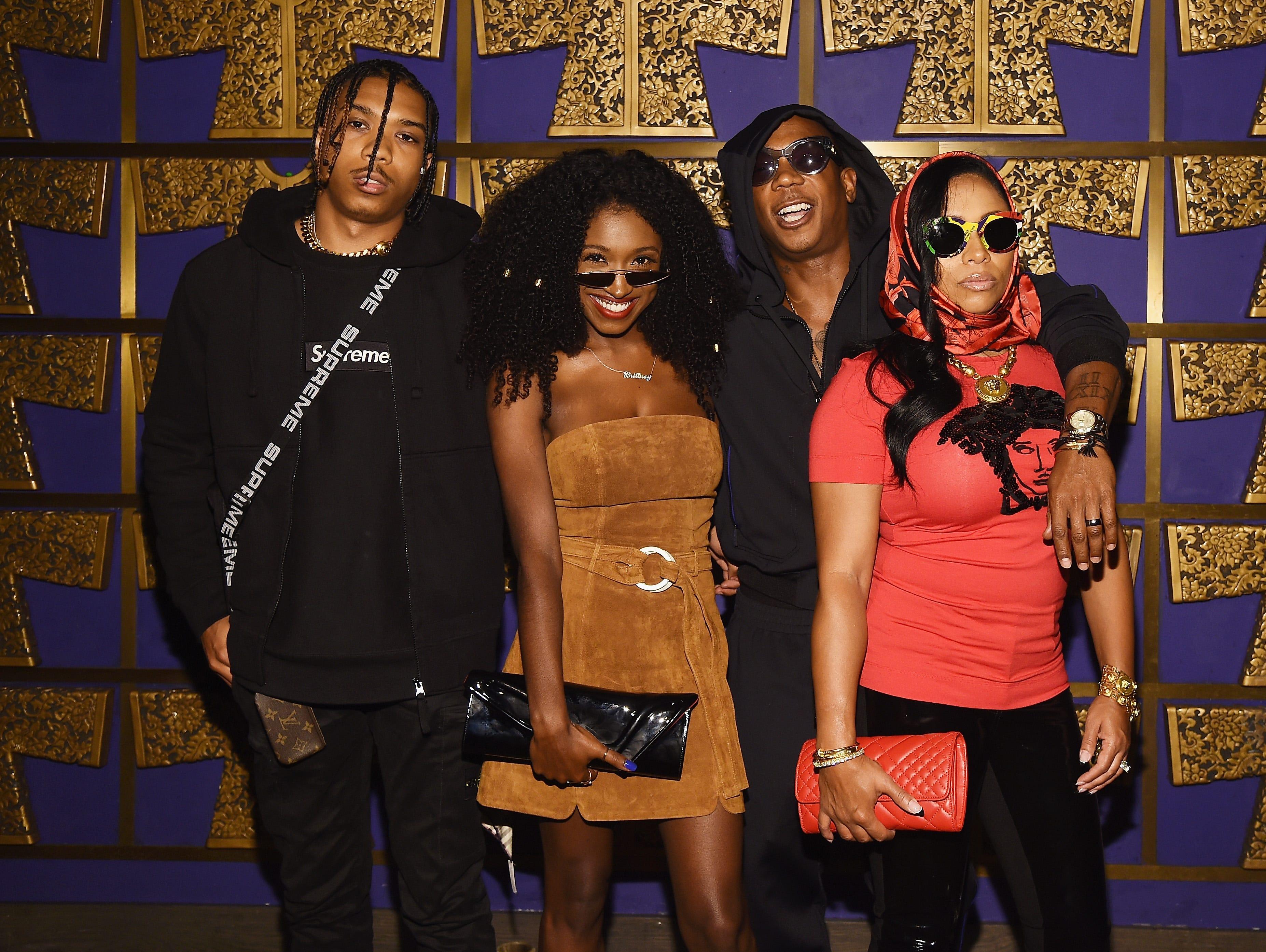 Jordan Atkins, Britany Atkins, Ja Rule y Aisha Atkins asisten a la celebración de Atlantic Records por los VMA de 2018 el 20 de agosto de 2018 en TAO Downtown en la ciudad de Nueva York.