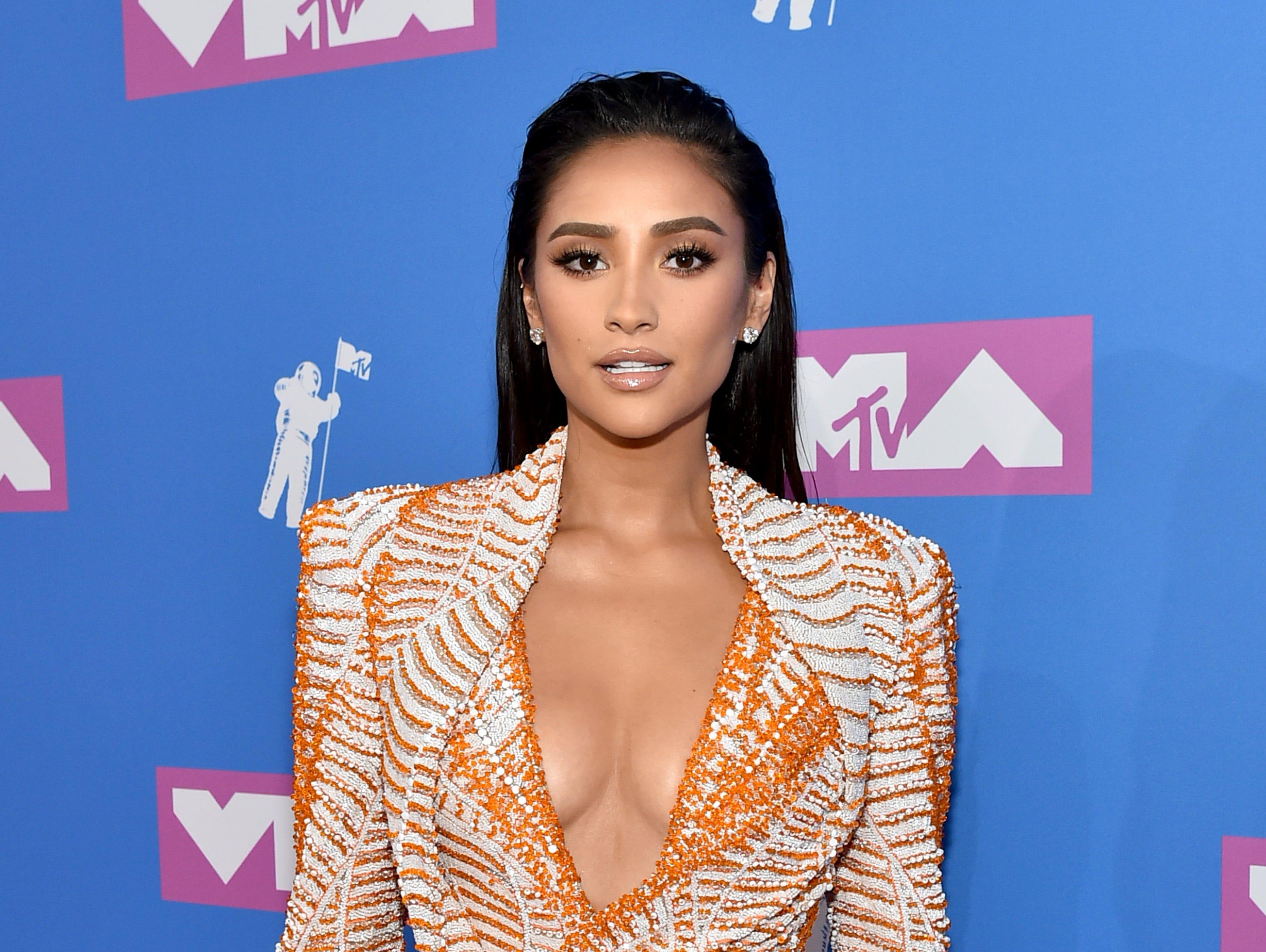 Shay Mitchell asiste a los MTV Video Music Awards 2018 en el Radio City Music Hall el 20 de agosto de 2018 en la ciudad de Nueva York.