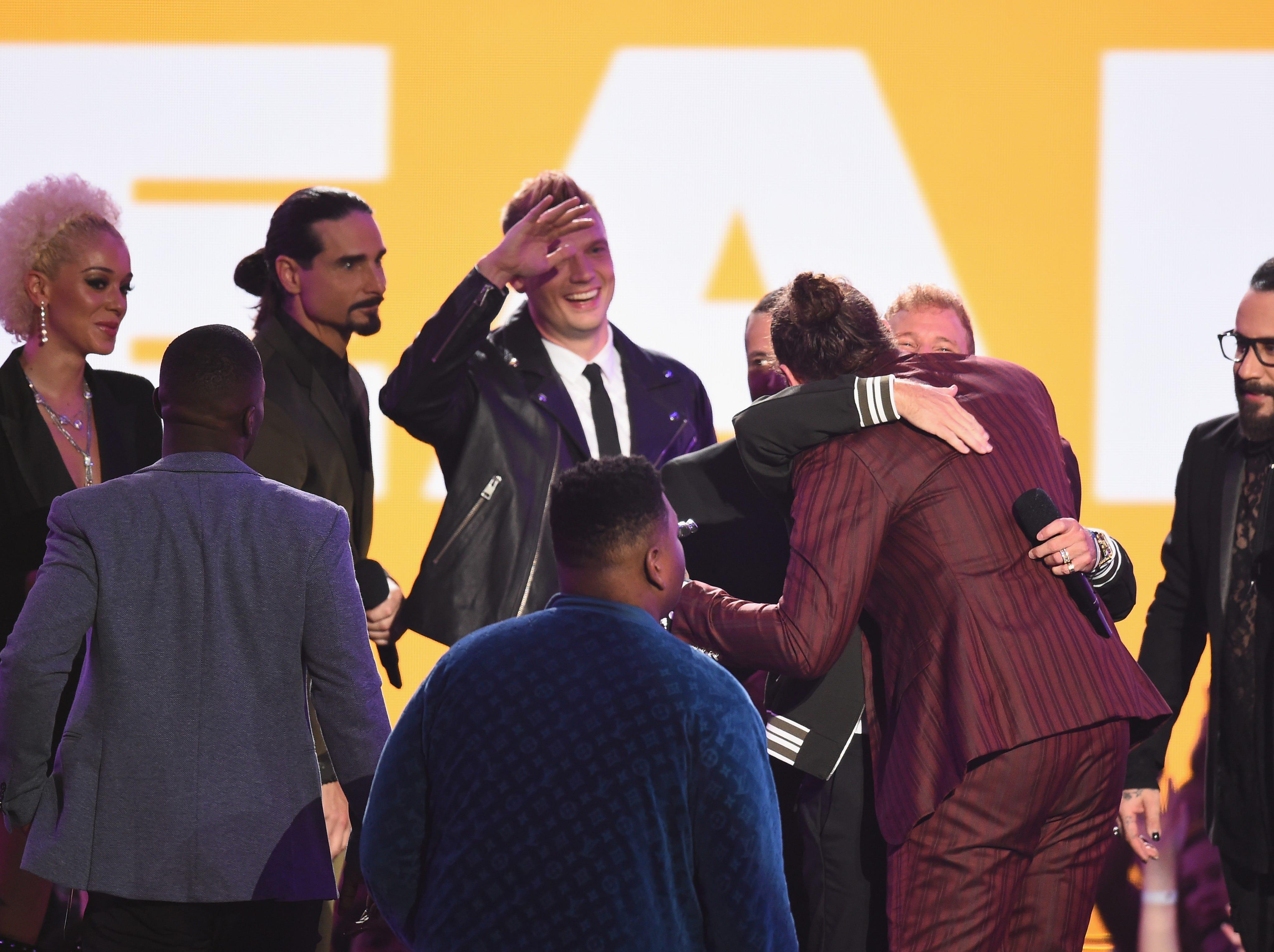 Post Malone acepta un premio de los chicos de la calle secundaria en el escenario durante los MTV Video Music Awards 2018 en el Radio City Music Hall el 20 de agosto de 2018 en la ciudad de Nueva York.