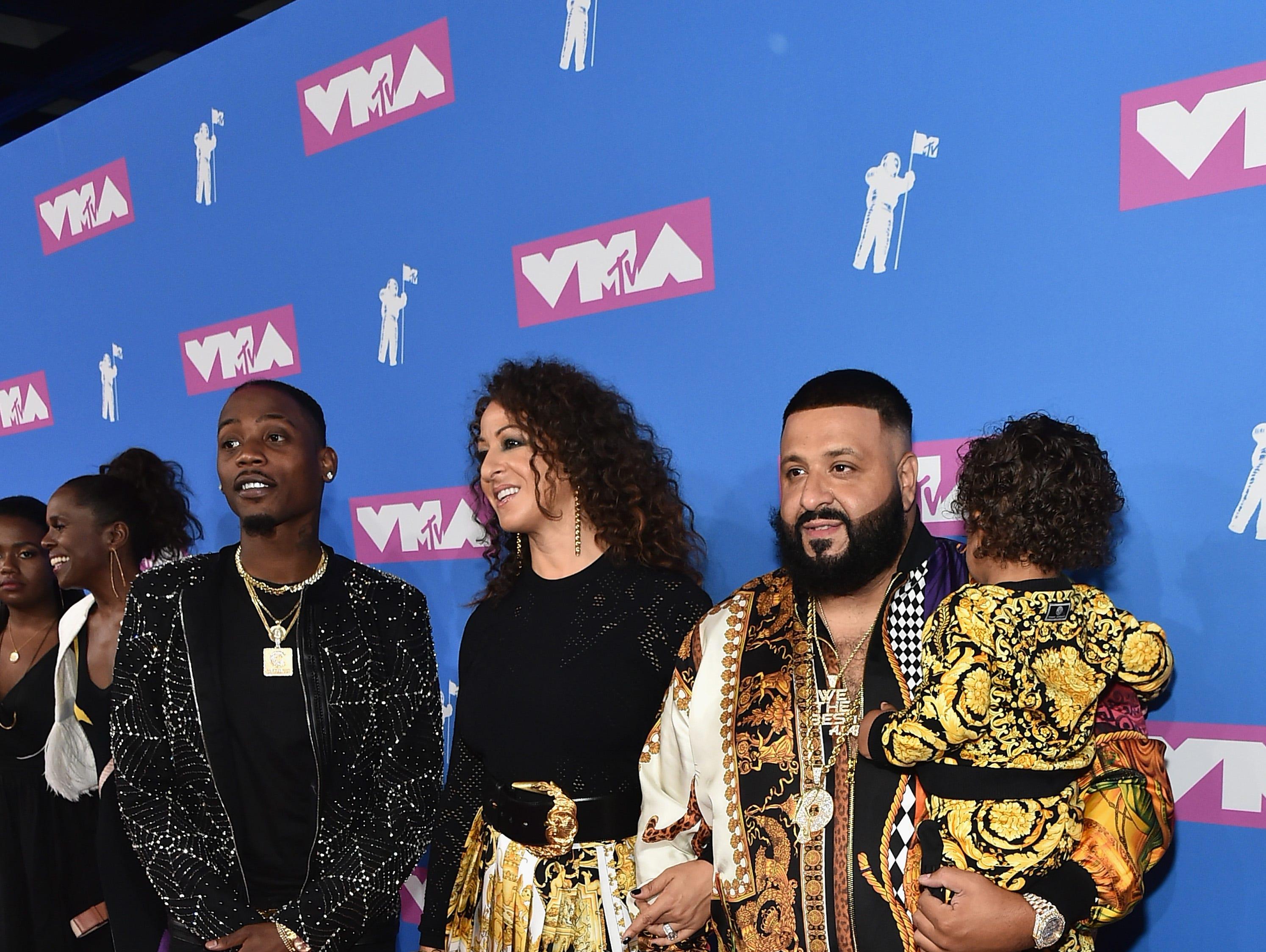 DJ Khaled, Asahd Tuck Khaled y Nicole Tuck asisten a los MTV Video Music Awards 2018 en el Radio City Music Hall el 20 de agosto de 2018 en la ciudad de Nueva York.