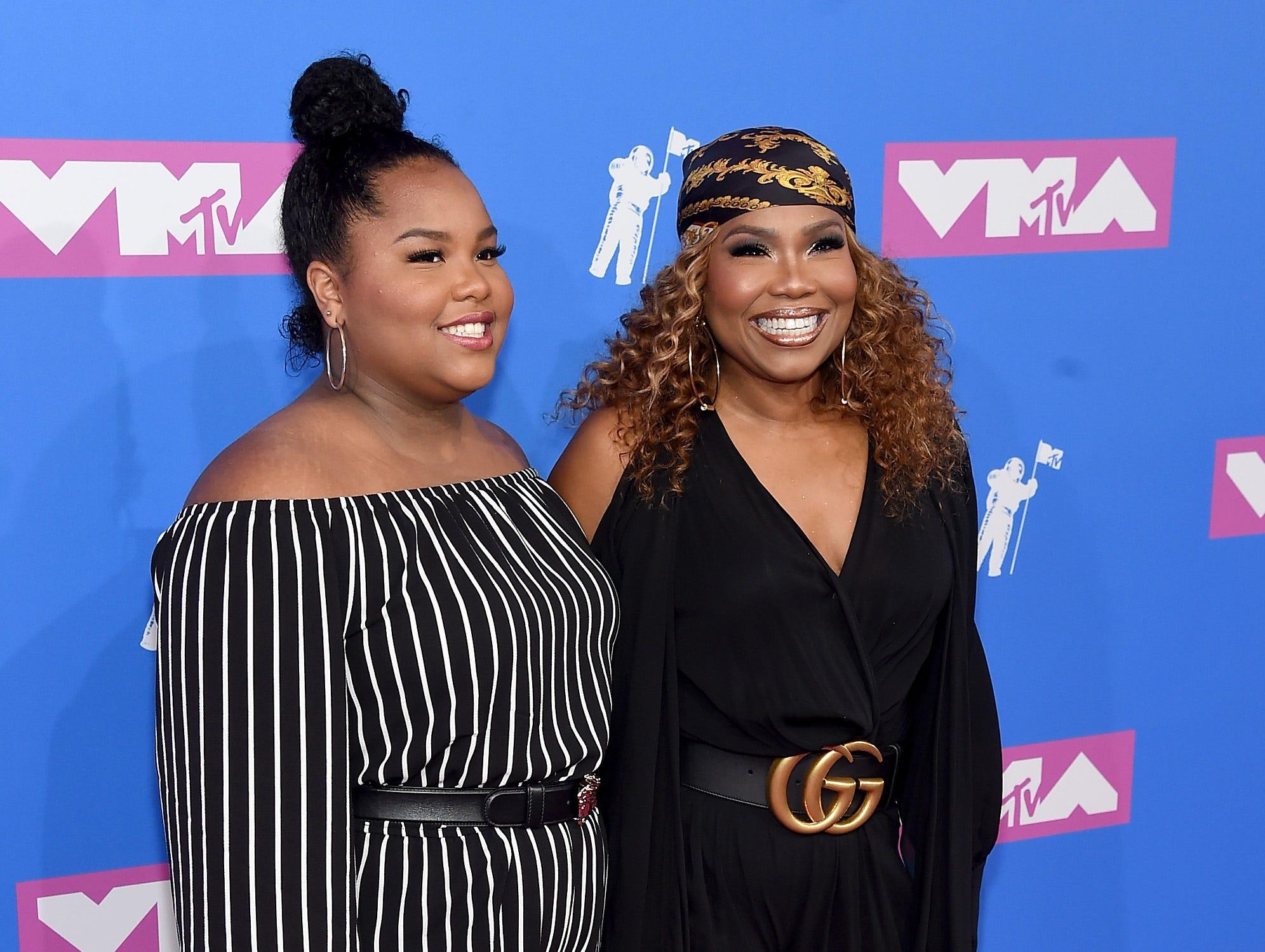 Mona Scott-Young (der) asiste a los MTV Video Music Awards 2018 en el Radio City Music Hall el 20 de agosto de 2018 en la ciudad de Nueva York.