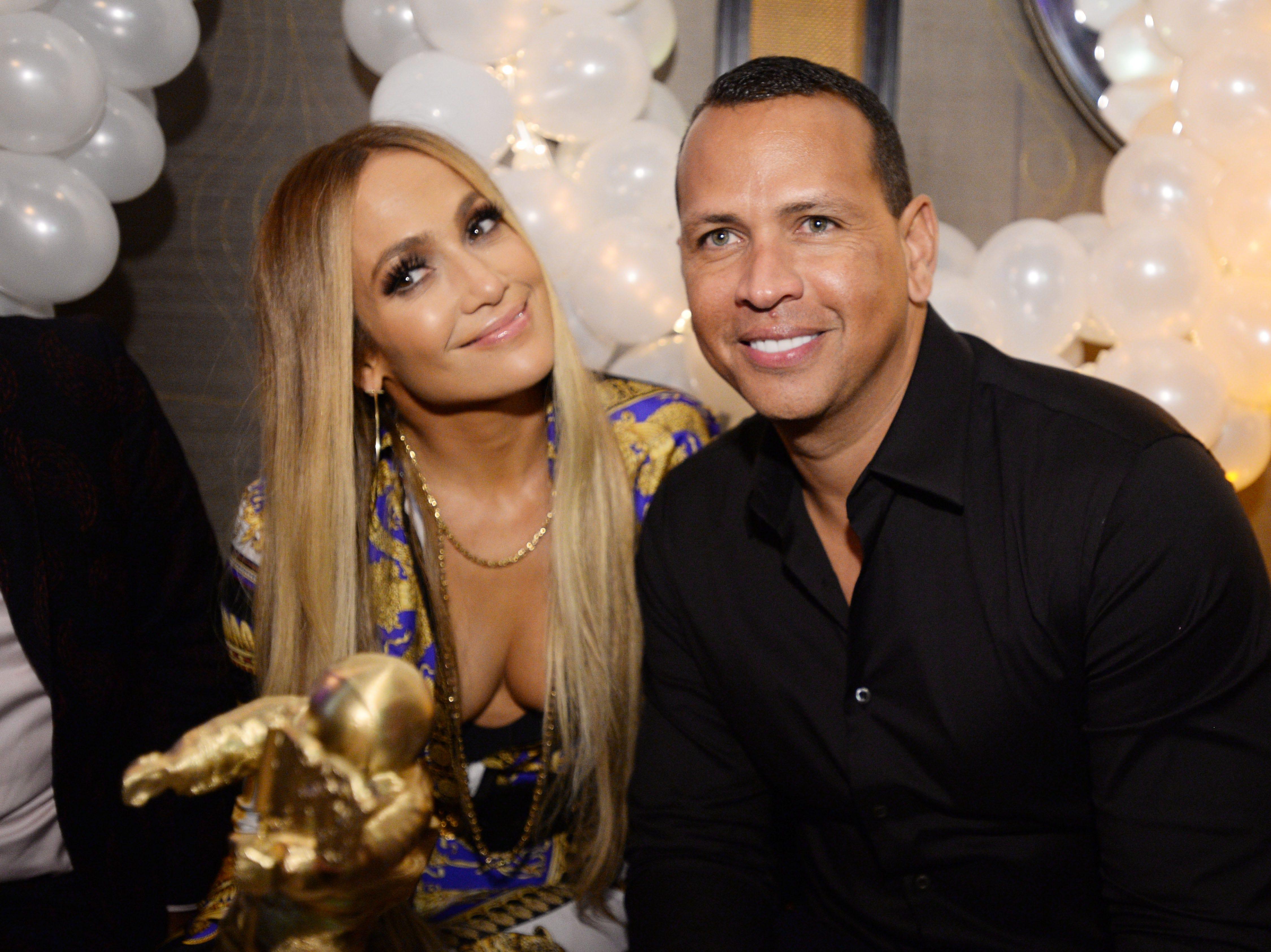 Jennifer Lopez y Alex Rodriguez asisten a la celebración de Atlantic Records por los VMA de 2018 el 20 de agosto de 2018 en TAO Downtown en la ciudad de Nueva York.
