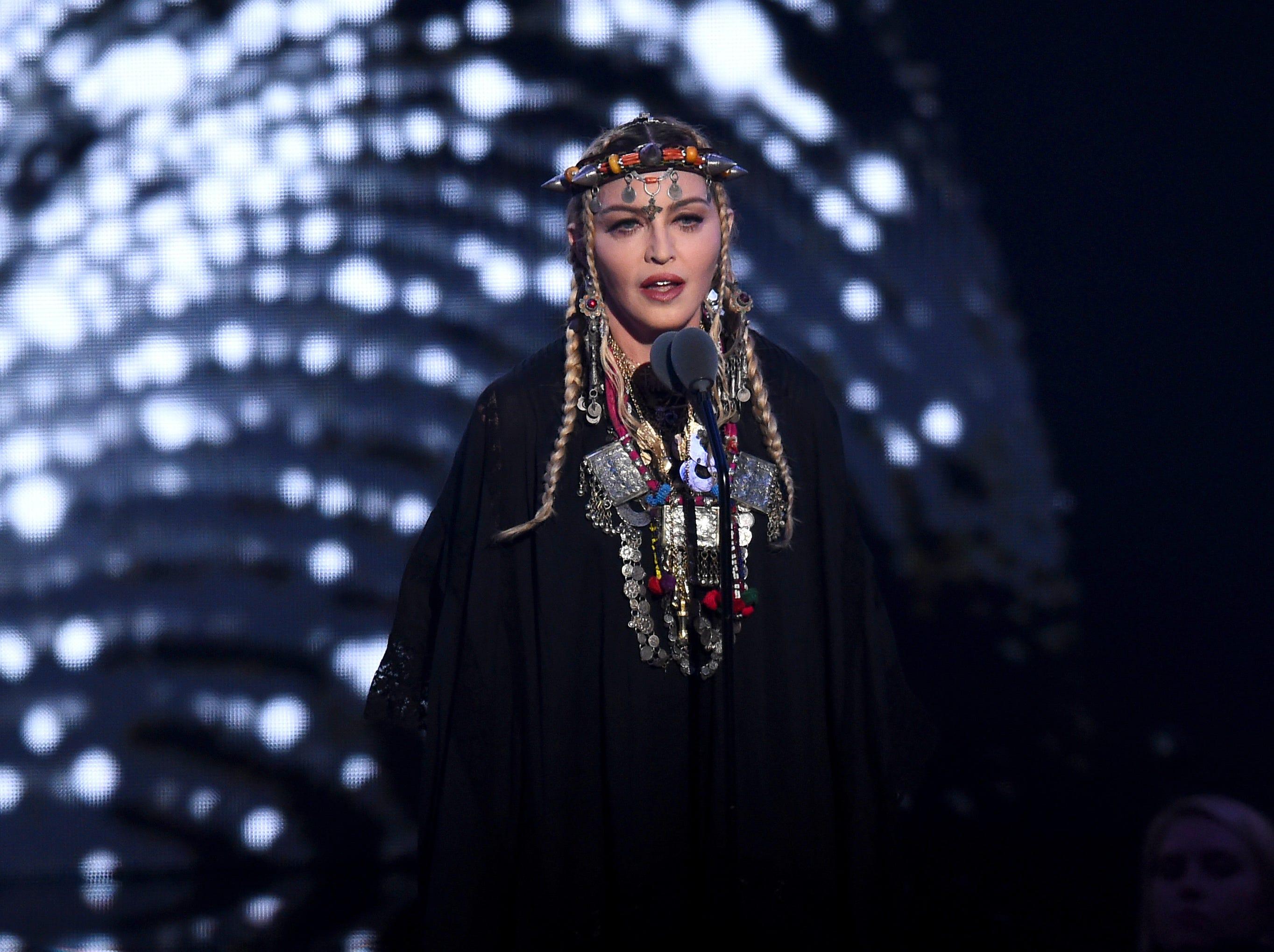 Madonna habla en el escenario durante los MTV Video Music Awards 2018 en el Radio City Music Hall el 20 de agosto de 2018 en la ciudad de Nueva York.