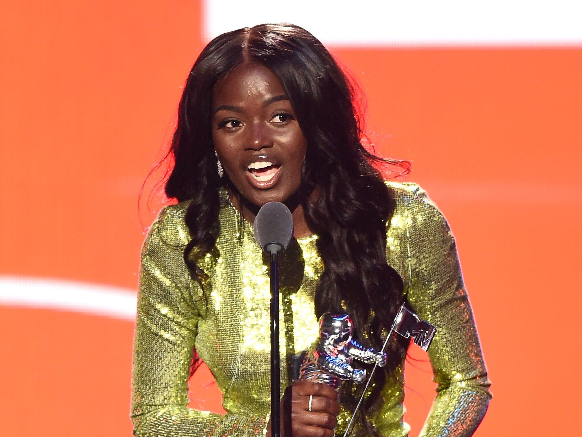 Sherrie Silver acepta el premio por Video con un mensaje en nombre de Childish Gambino en el escenario durante los MTV Video Music Awards 2018 en el Radio City Music Hall el 20 de agosto de 2018 en la ciudad de Nueva York.