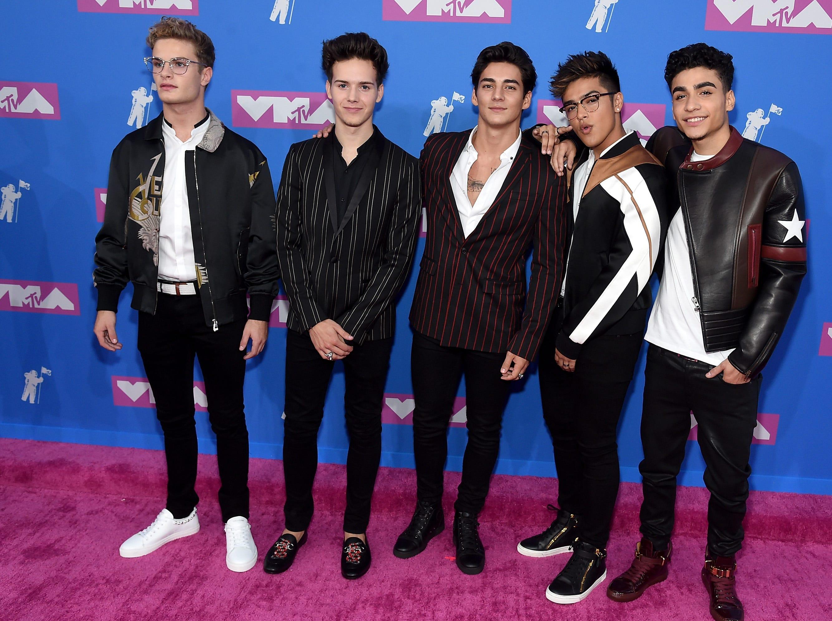 Brady Tutton, Drew Ramos, Chance Pérez, Sergio Calderón y Michael Conor de In Real Life asisten a los MTV Video Music Awards 2018 en el Radio City Music Hall el 20 de agosto de 2018 en la ciudad de Nueva York.