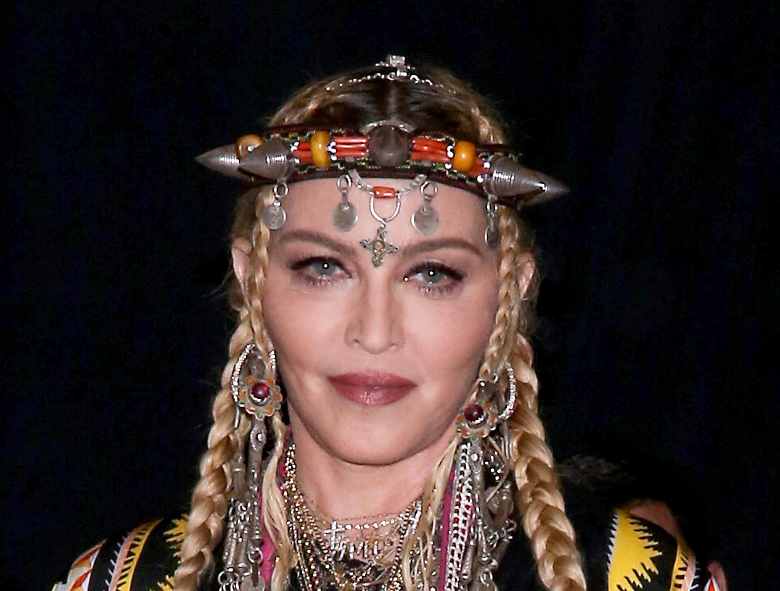 Madonna posa en la sala de prensa en la sala de prensa de los MTV Video Music Awards de 2018 en el Radio City Music Hall el 20 de agosto de 2018 en la ciudad de Nueva York.