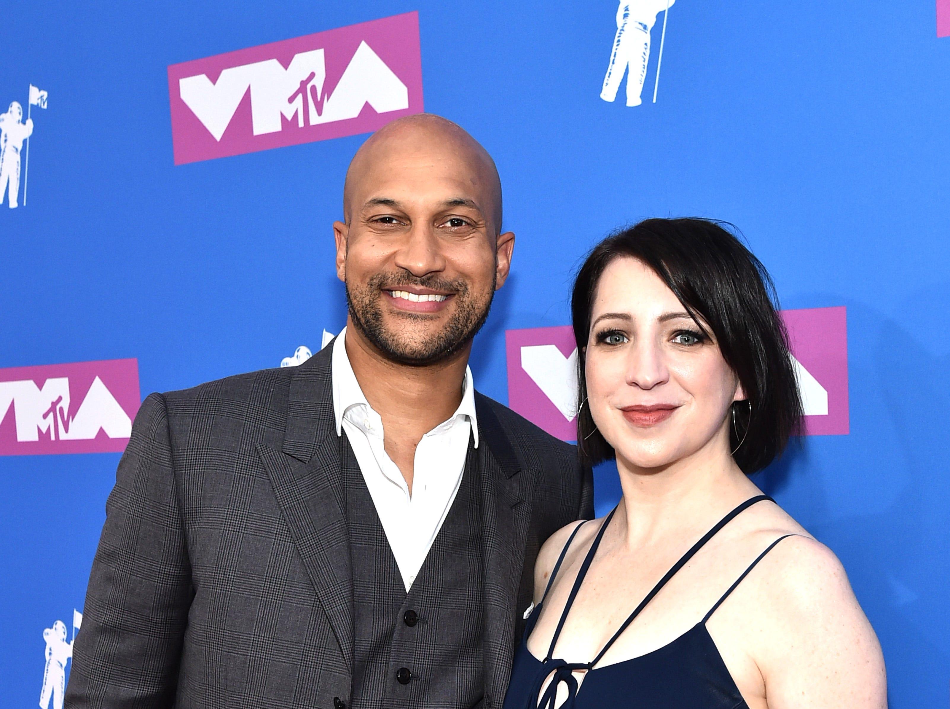 Keegan Michael Key y Laura Perlongo asisten a los MTV Video Music Awards 2018 en el Radio City Music Hall el 20 de agosto de 2018 en la ciudad de Nueva York.