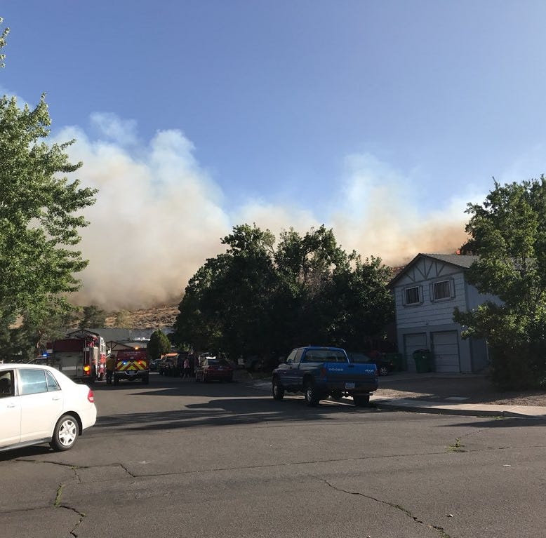 Brushfire burning near IGT, Huffaker Park in South Reno; video shows it's near homes