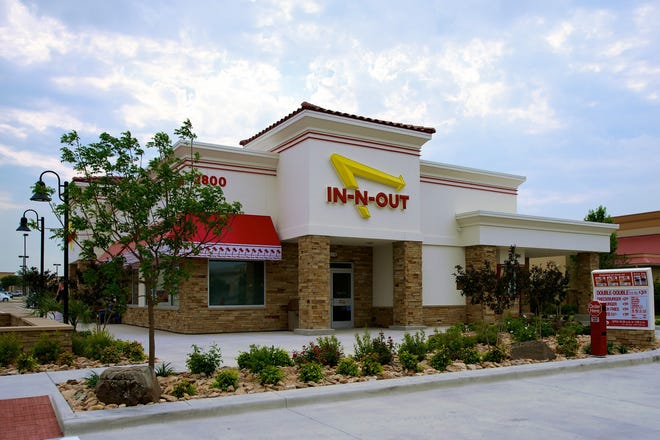 California's famous In-N-Out Burger has begun to spread to other states.