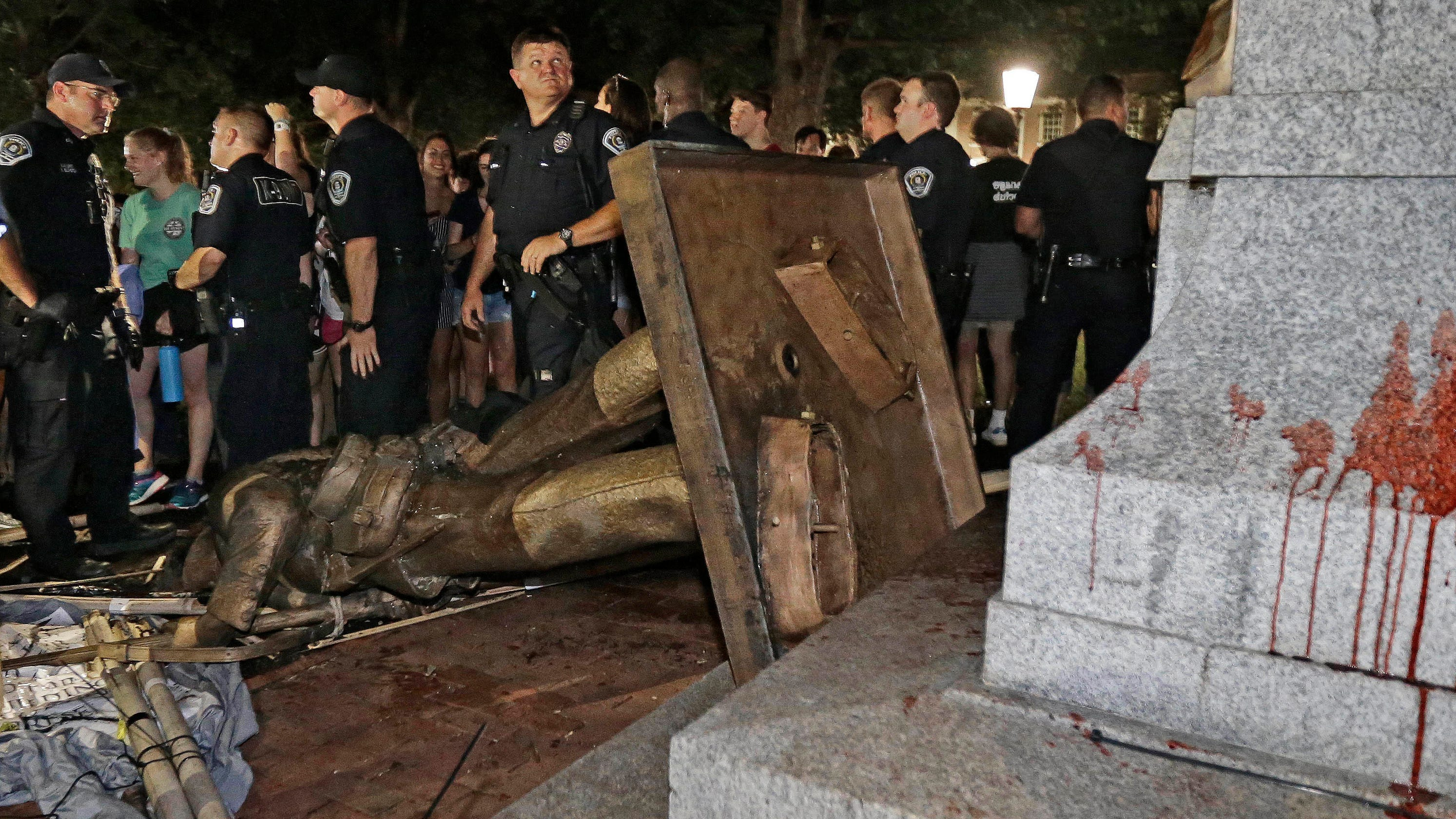 Aptopix Confederate Monuments Crop Width Height Fit Bounds Unc Protesters Knock Silent Sam