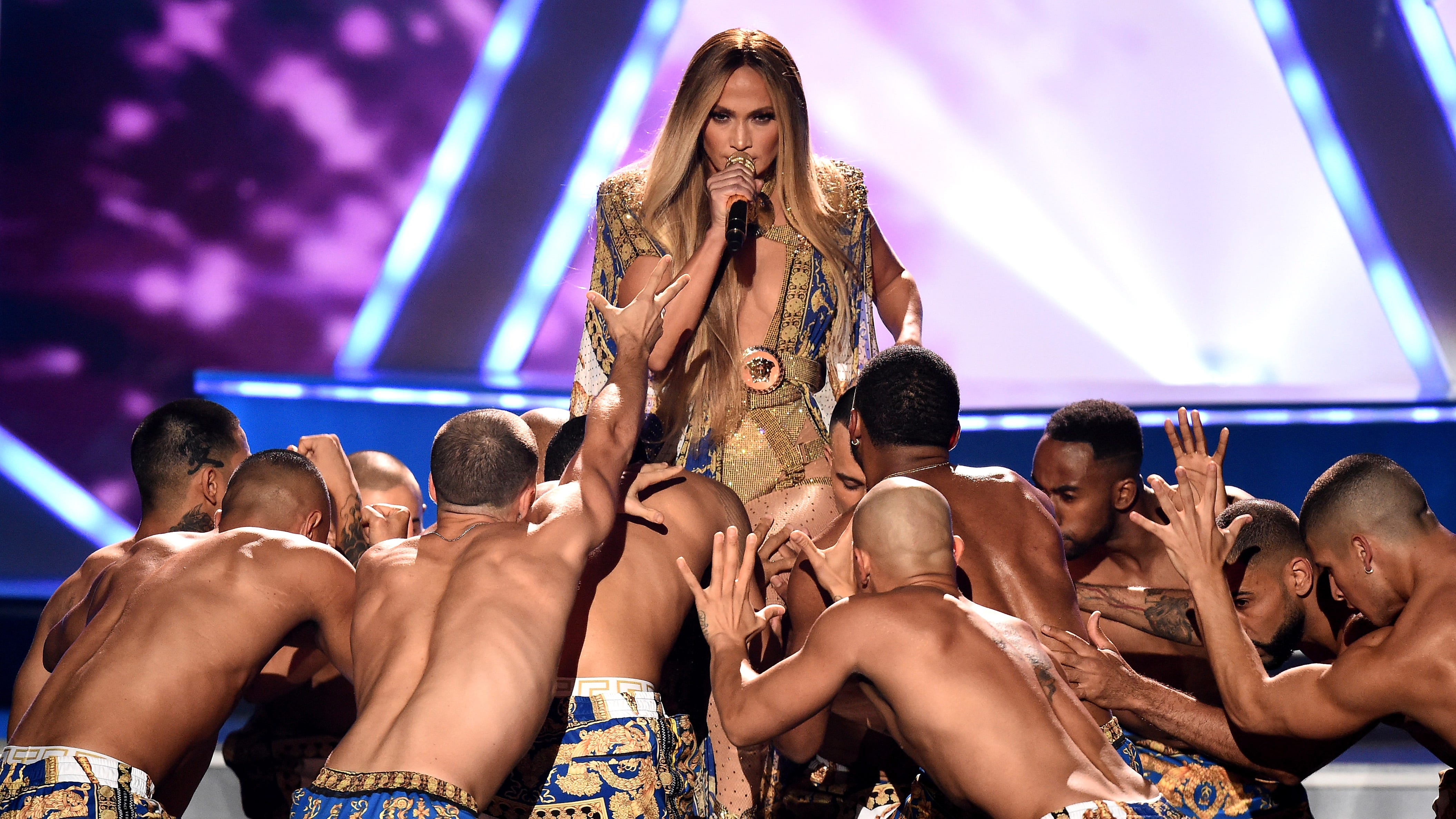 NEW YORK, NY - AUGUST 20:  Jennifer Lopez performs onstage during the 2018 MTV Video Music Awards at Radio City Music Hall on August 20, 2018 in New York City.  (Photo by Michael Loccisano/Getty Images for MTV) ORG XMIT: 775210297 ORIG FILE ID: 1020376974