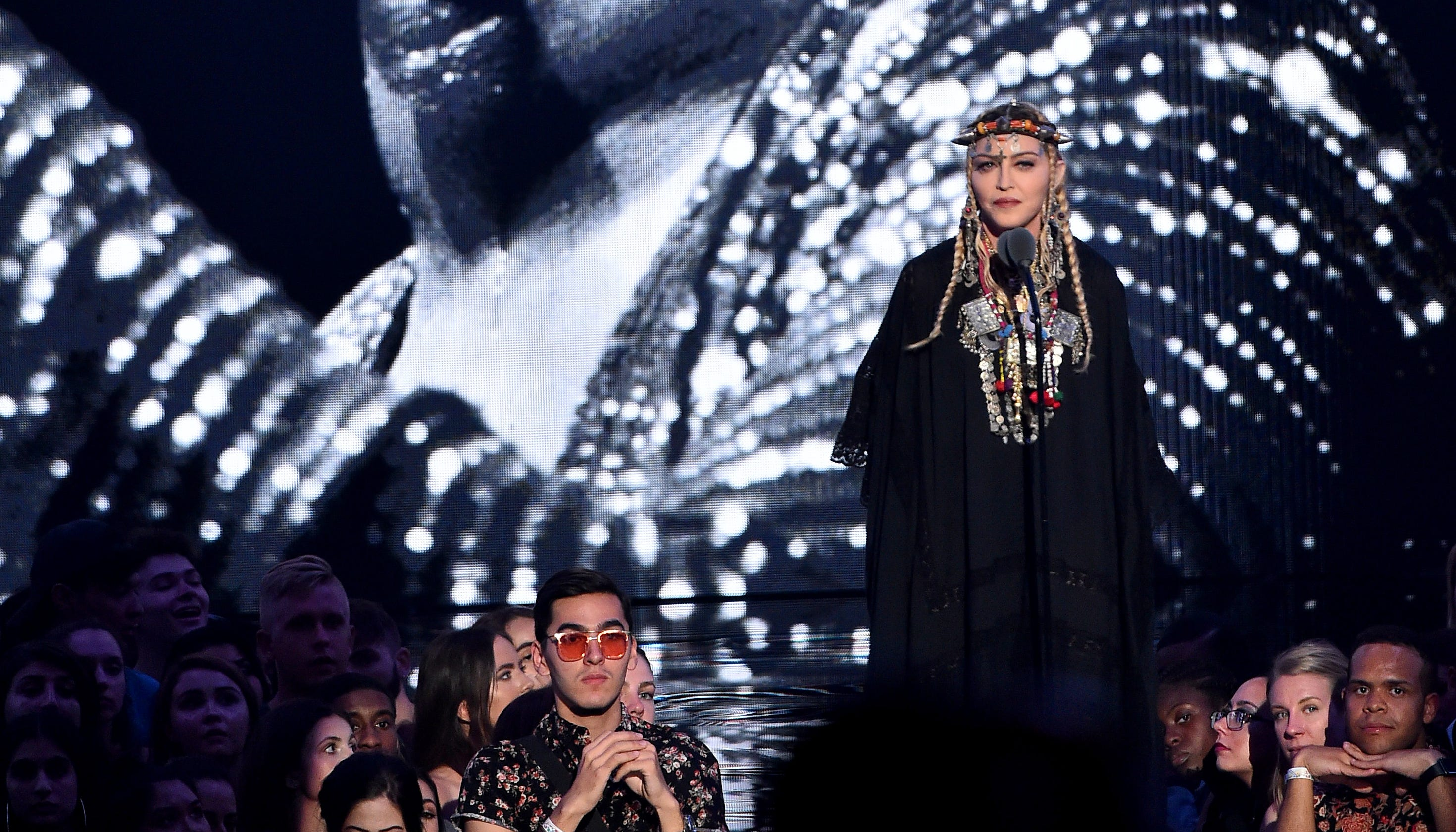49bf6519 MTV VMAs: Madonna pays tribute to Queen of Soul Aretha Franklin PHOTOS  WINNERS