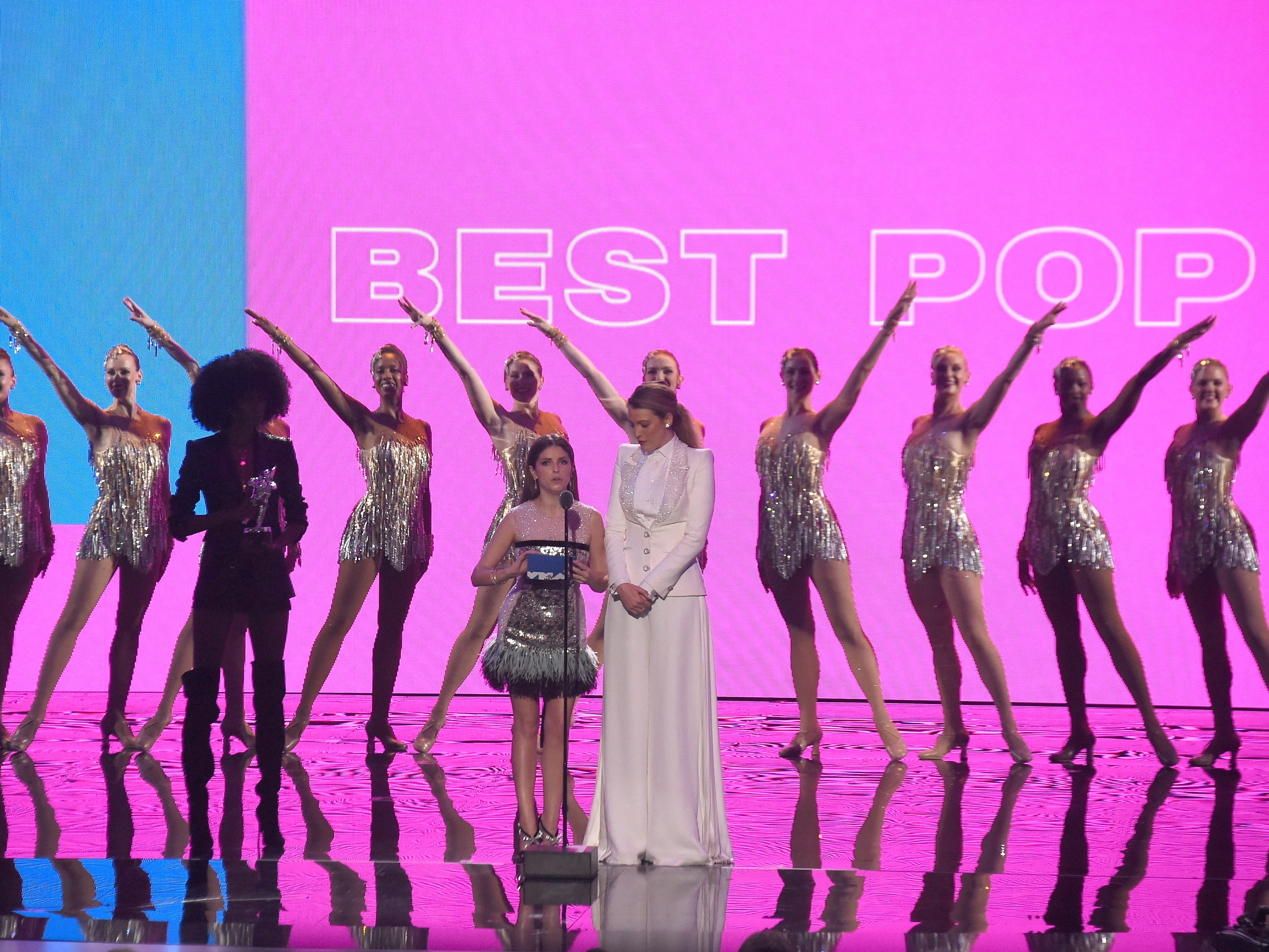 NEW YORK, NY - AUGUST 20:  Anna Kendrick, Blake Lively, and The Rockettes perform onstage during the 2018 MTV Video Music Awards at Radio City Music Hall on August 20, 2018 in New York City.  (Photo by Michael Loccisano/Getty Images for MTV) ORG XMIT: 775210297 ORIG FILE ID: 1020326468