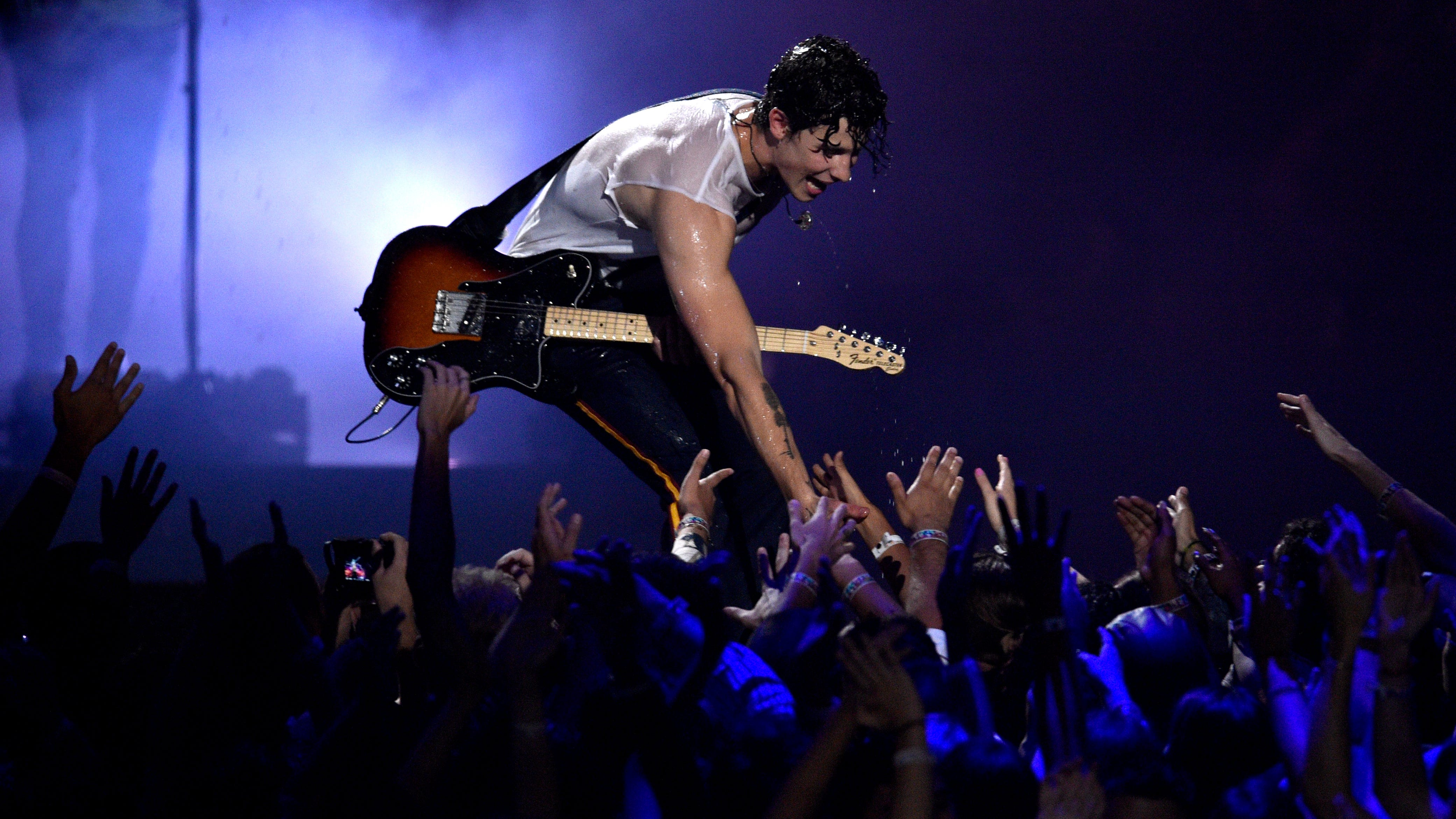 """Shawn Mendes performs """"In My Blood"""" onstage at the MTV Video Music Awards at Radio City Music Hall on Monday, Aug. 20, 2018, in New York. (Photo by Chris Pizzello/Invision/AP) ORG XMIT: CAPM224"""