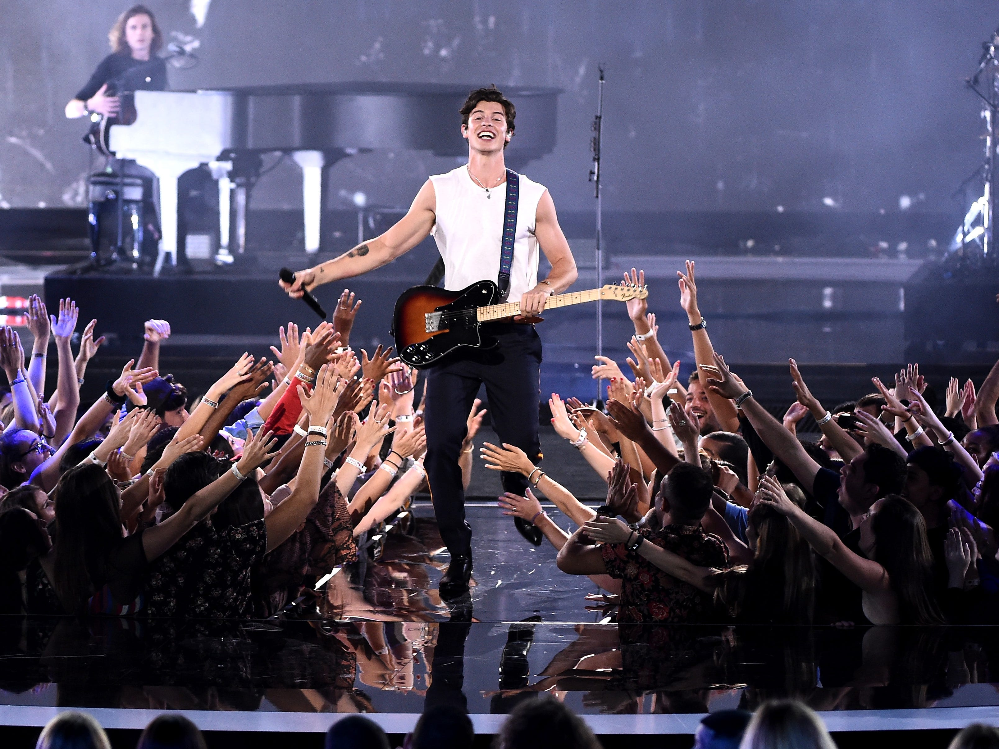 NEW YORK, NY - AUGUST 20:  Shawn Mendes performs onstage during the 2018 MTV Video Music Awards at Radio City Music Hall on August 20, 2018 in New York City.  (Photo by Michael Loccisano/Getty Images for MTV) ORG XMIT: 775210297 ORIG FILE ID: 1020304034