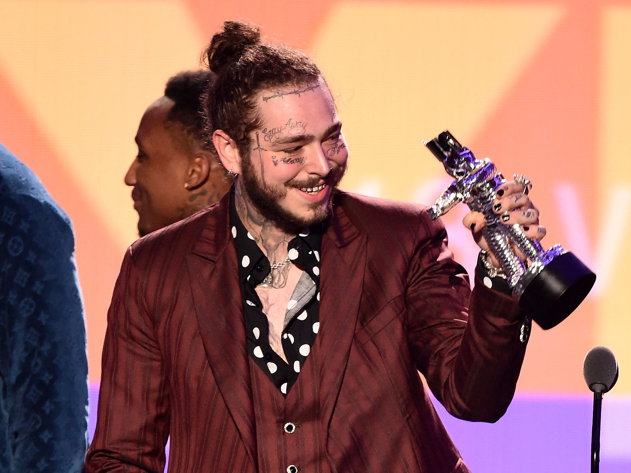 NEW YORK, NY - AUGUST 20:  Post Malone accepts the award for Song of the Year onstage during the 2018 MTV Video Music Awards at Radio City Music Hall on August 20, 2018 in New York City.  (Photo by Michael Loccisano/Getty Images for MTV) ORG XMIT: 775210297 ORIG FILE ID: 1020371410