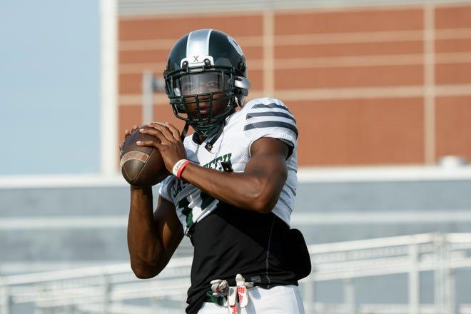 Detroit Cass Tech quarterback Jalen Graham