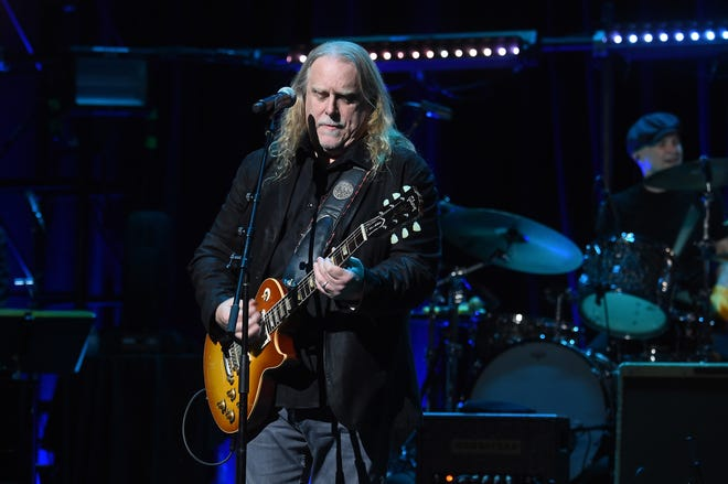 Warren Haynes will perform songs popularized by Pink Floyd with Gov't Mule Thursday at Ruoff Home Mortgage Music Center.