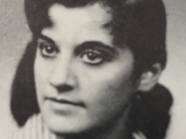 Yearbook photo of Joan Brody when she was 16.