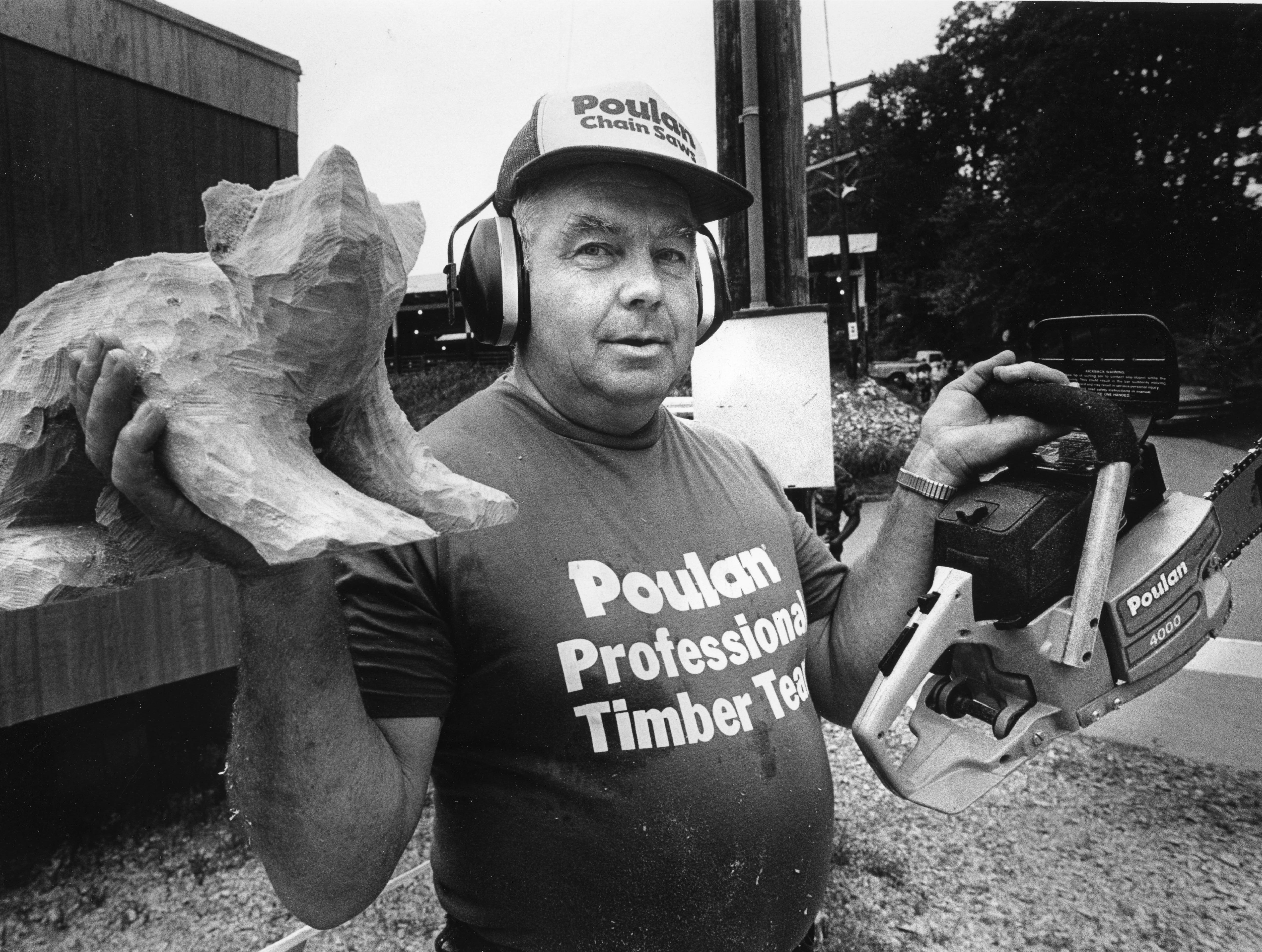 R.C. Richard with his chain saw and bear carving he made with it at the Tennessee Valley Fair on September 13, 1985.