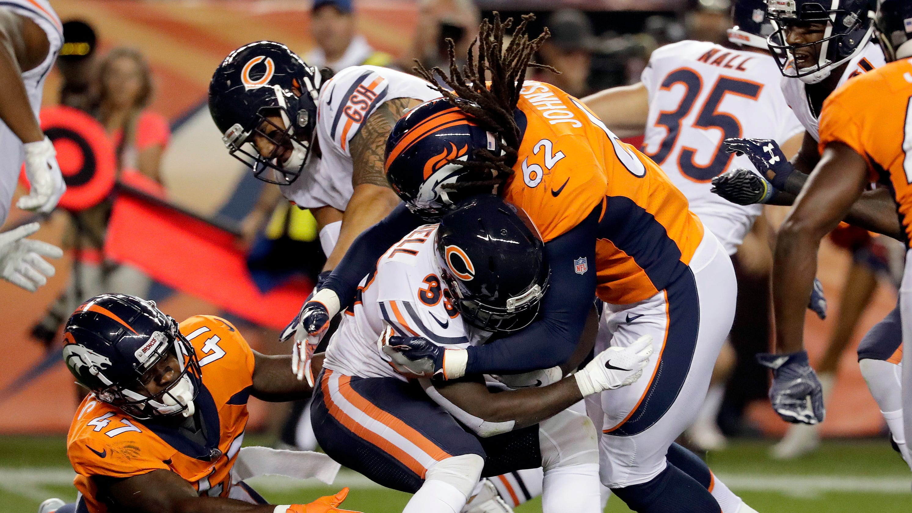 Former Vol A.J. Johnson signs 3-year deal with Denver Broncos